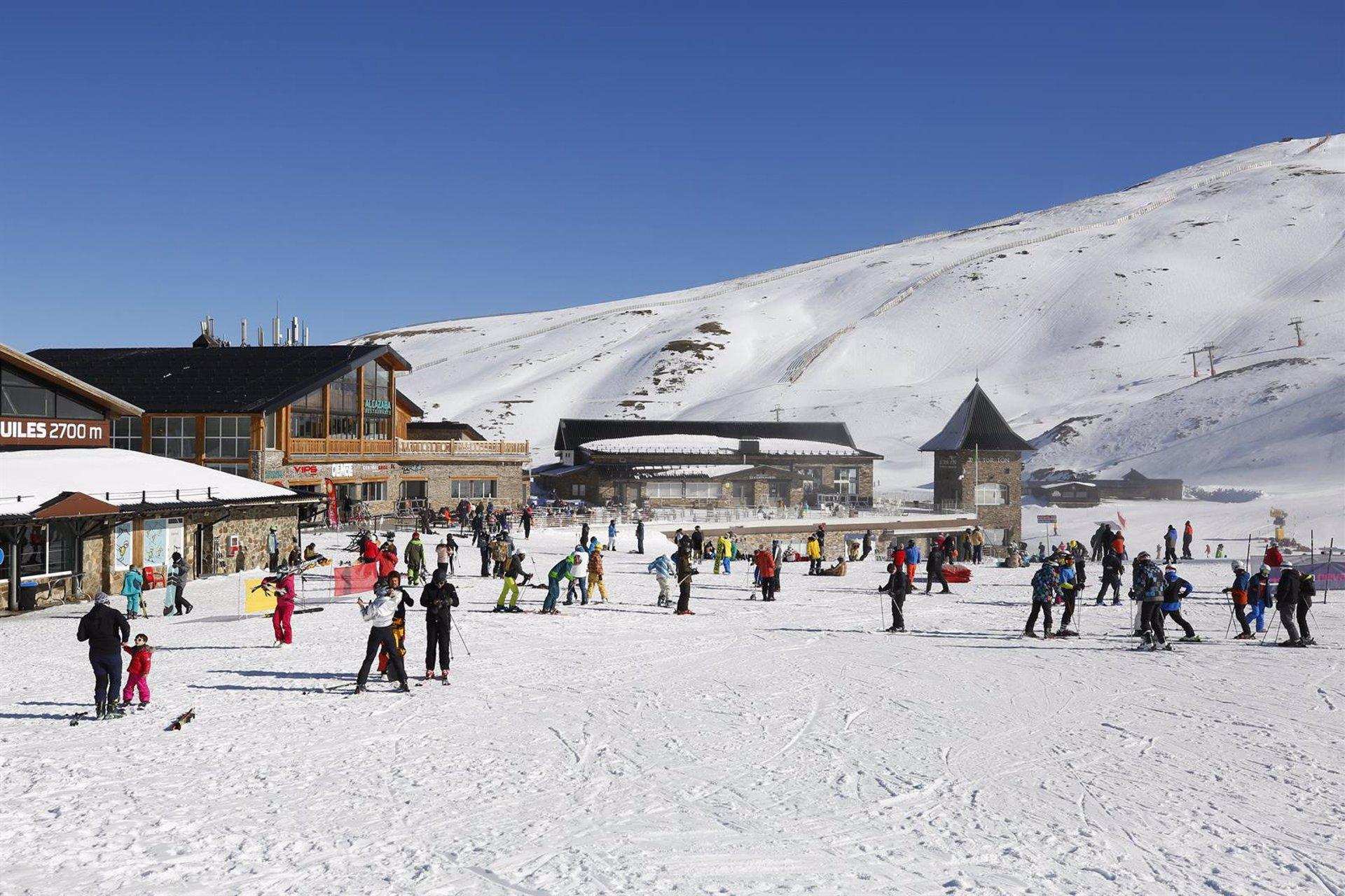 Sierra Nevada evalúa hoy la situación de la estación de esquí con el cierre de Monachil