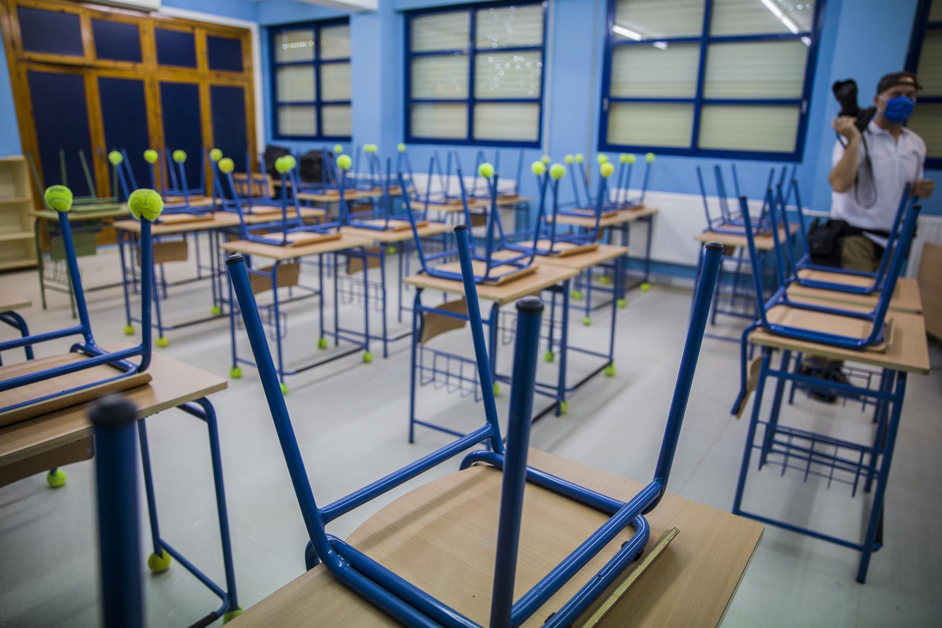 CGT exige que se refuercen las medidas en centros educativos de las localidades con cierre perimetral