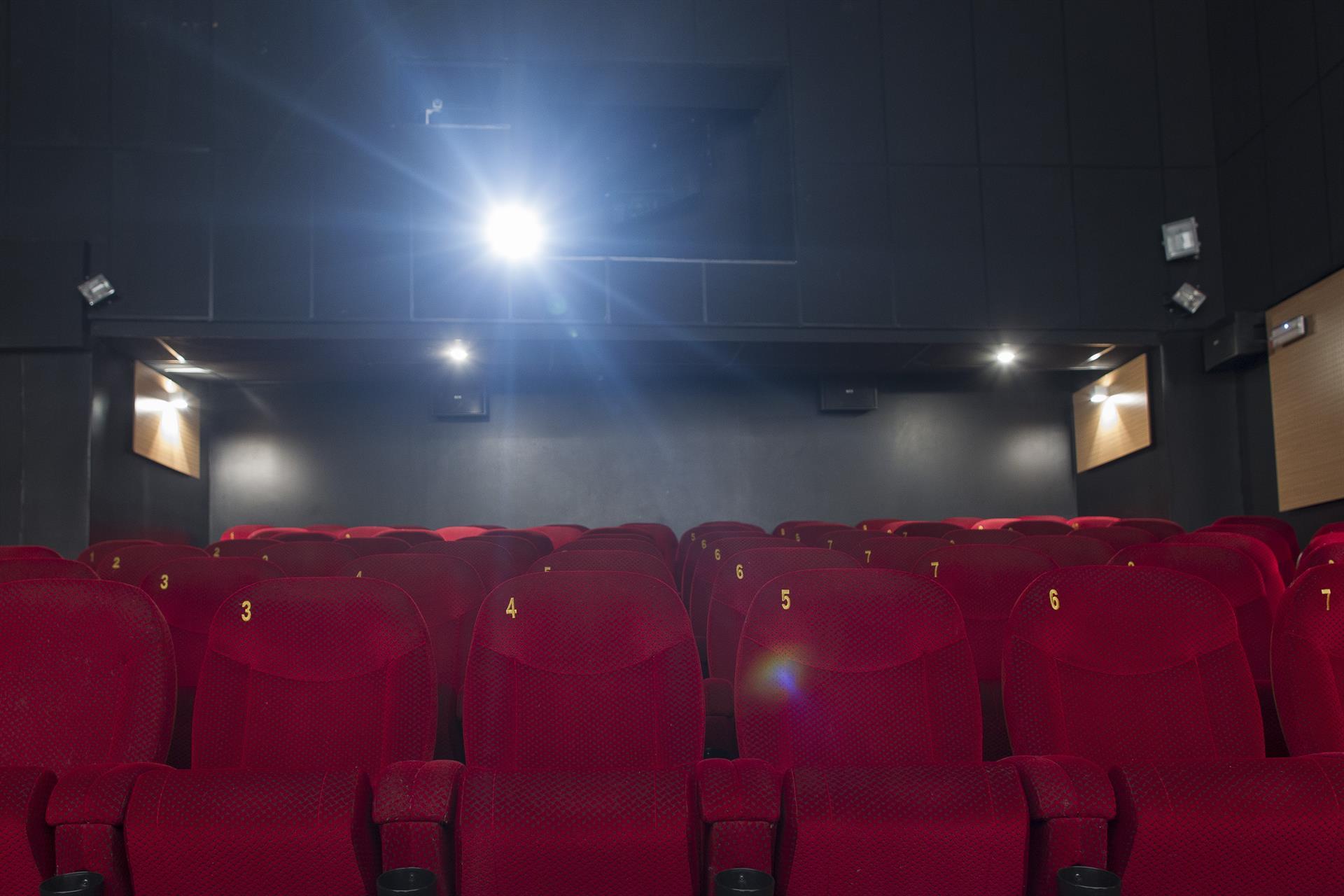 Empresarios del cine dicen que «es un momento crítico» y esperan «apoyo» de la Junta para «seguir abiertos»