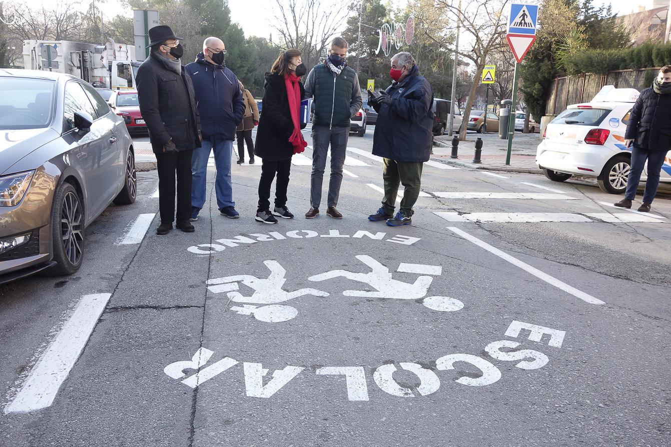 Cien colegios de Granada se benefician de «entornos seguros y saludables» impulsados por Movilidad