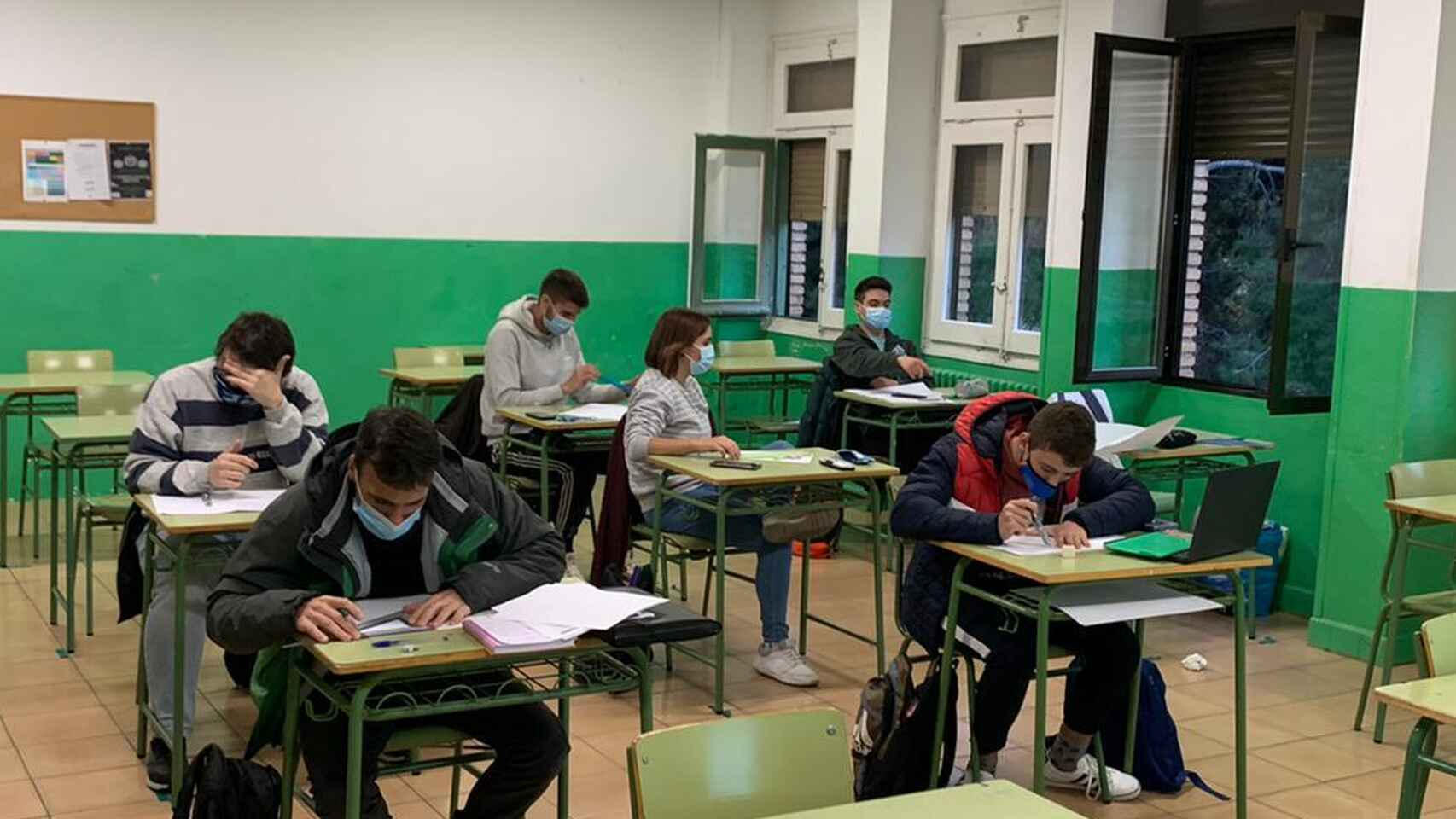 UGT denuncia la falta de climatización, aislamiento y acondicionamiento térmico de los colegios granadinos