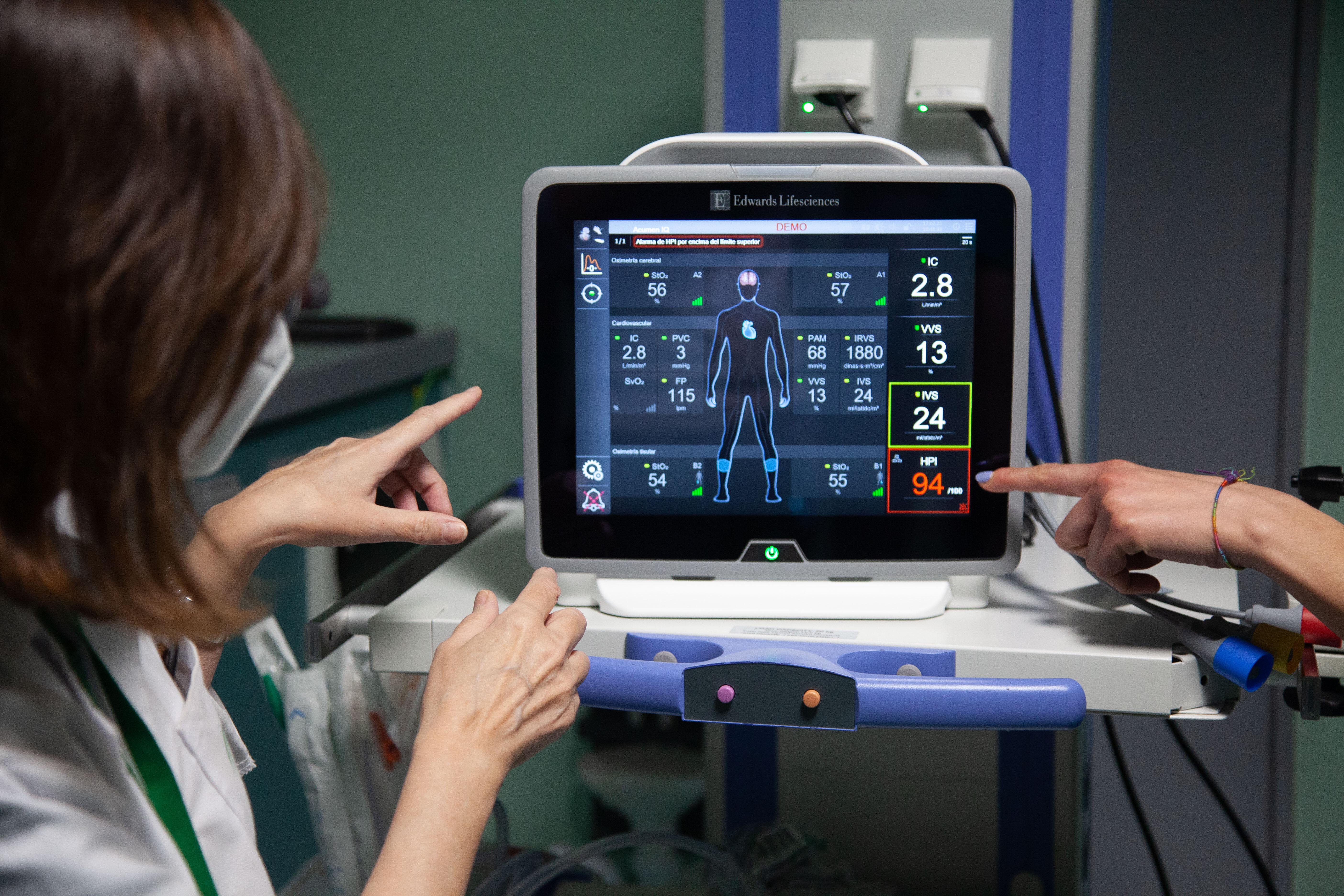 El Clínico incorpora dos dispositivos que mejoran la seguridad del paciente quirúrgico mediante un software