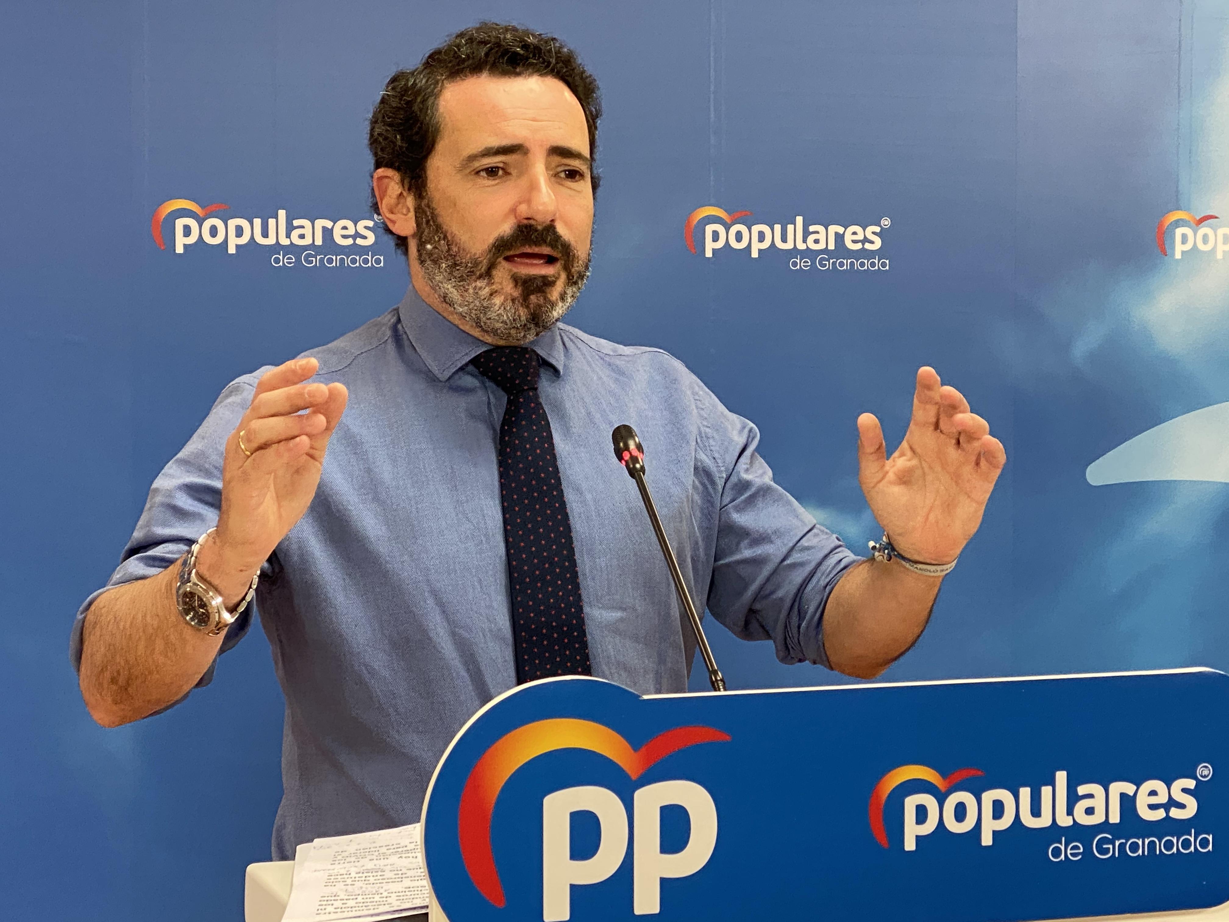 «Susana Díaz vive callada ante los continuos ataques a Andalucía», según José Ramón Carmona