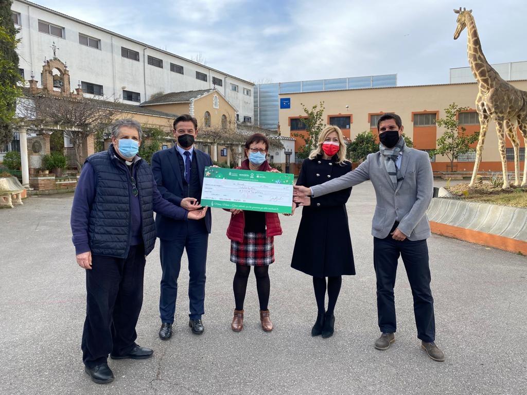 Entregan a la «Ciudad de los Niños» 3.000 euros procedentes de la campaña de reciclaje de vidrio de Navidad