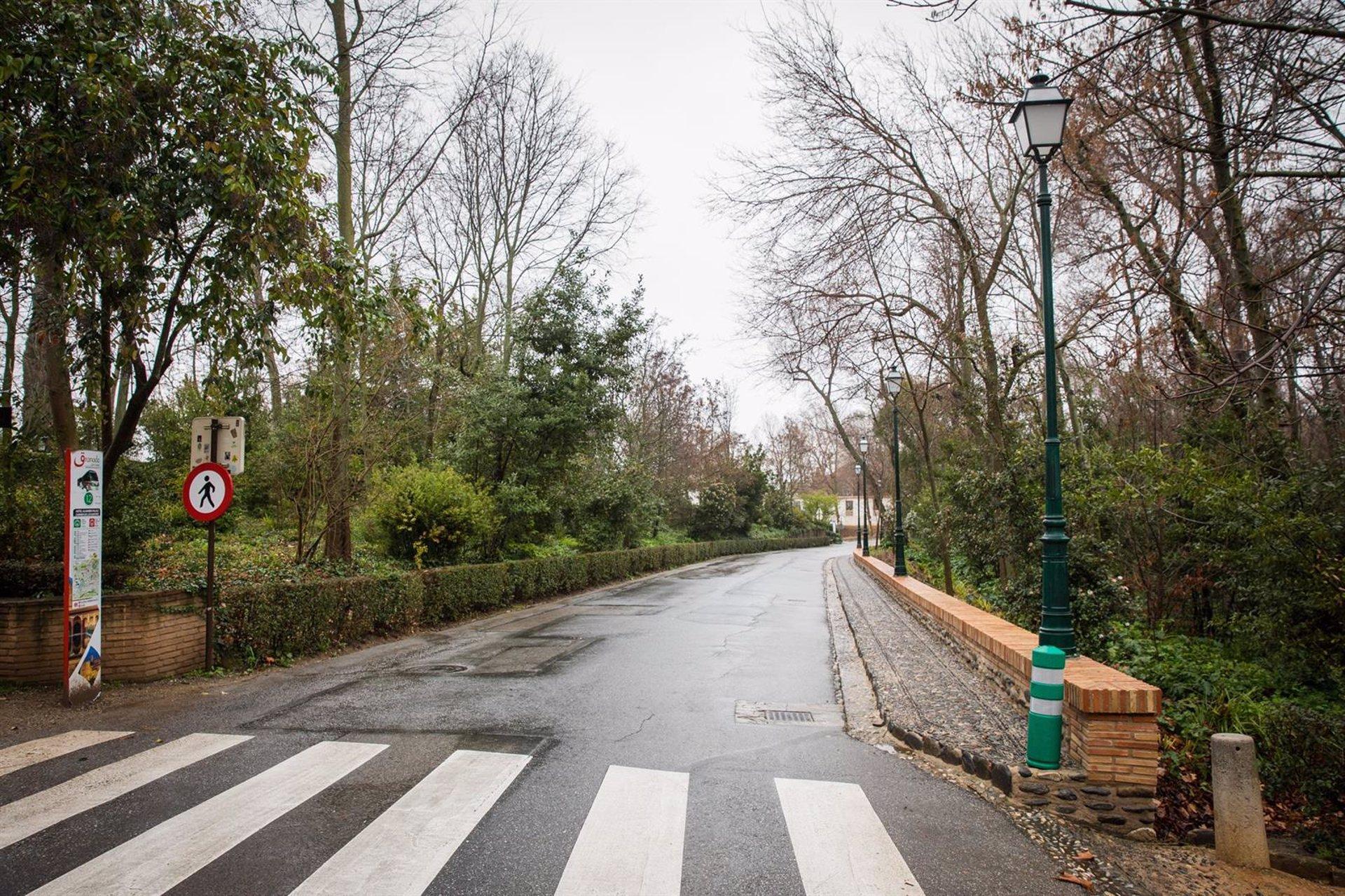 La Alhambra mejora el entorno del Paseo de la Sabika y su tránsito peatonal