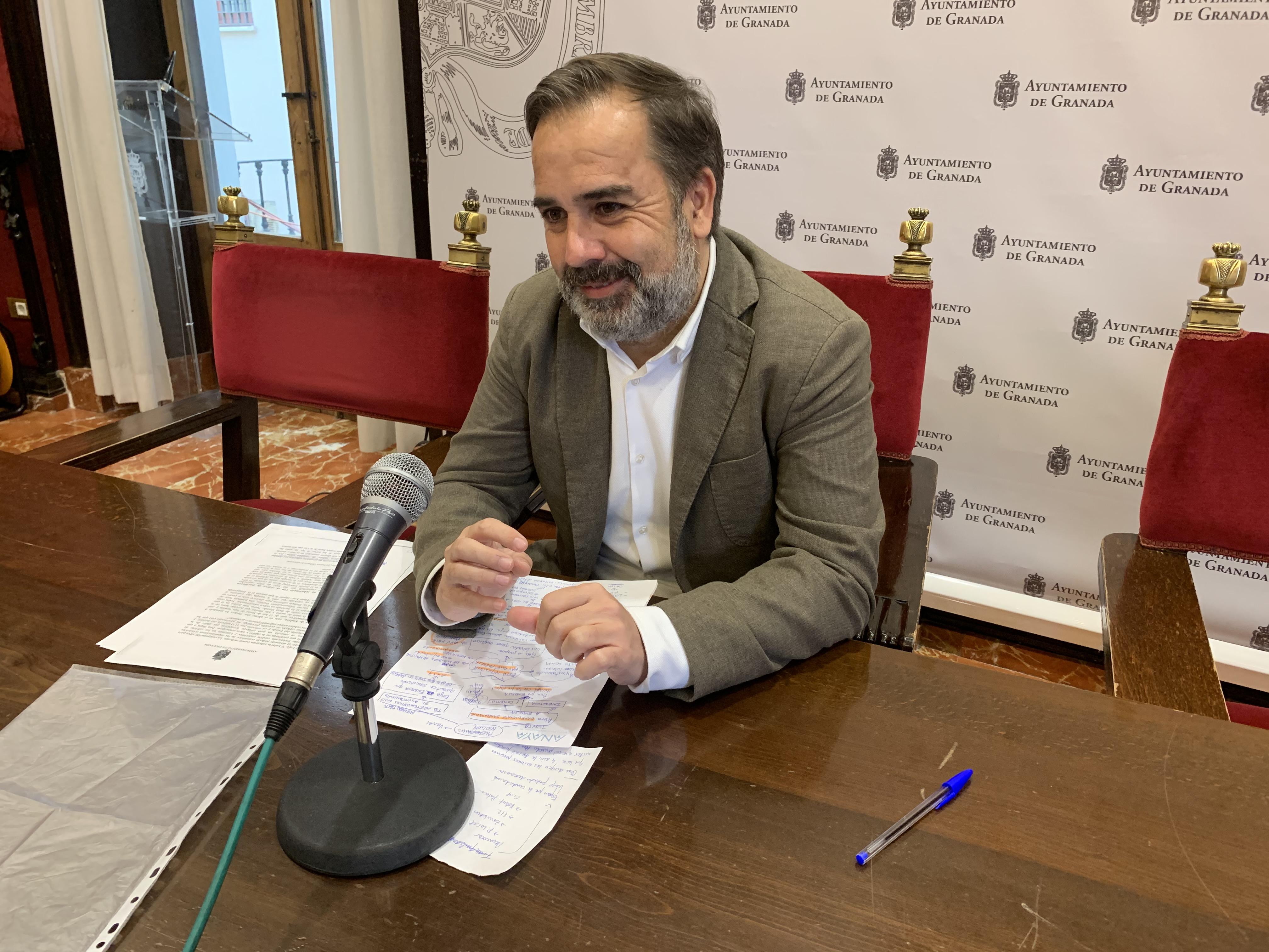 El PSOE critica que el PP siga penalizando a las familias mas vulnerables de las escuelas de Granada Educa