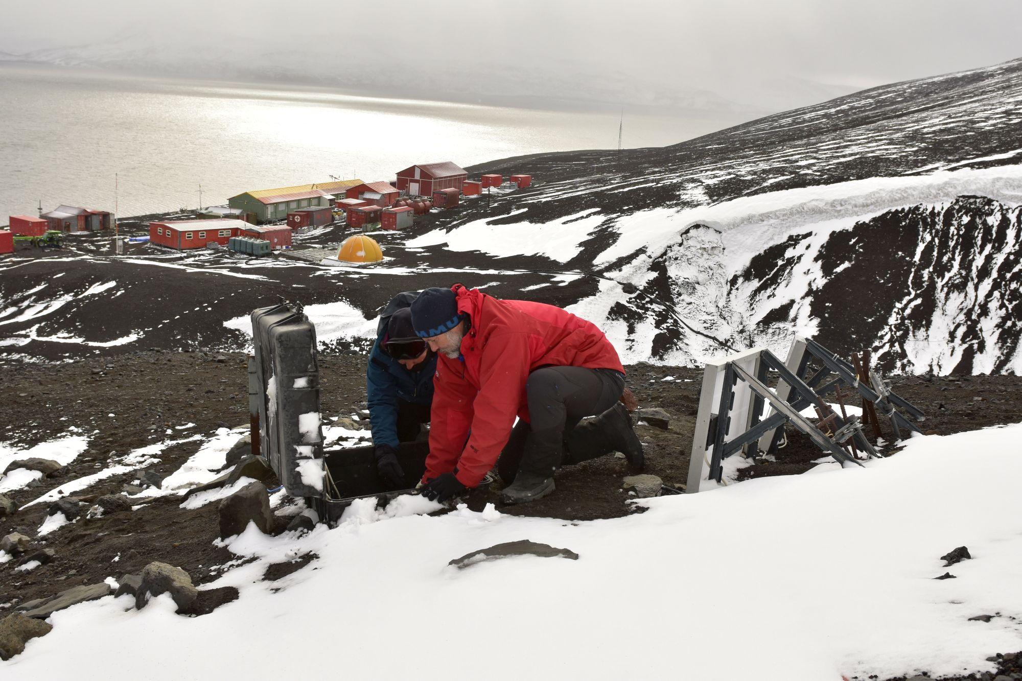Científicos de la UGR viajan a la Antártida para estudiar su actividad sísmica