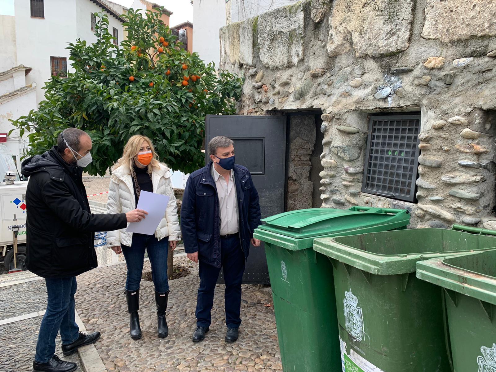 Arranca el plan de limpieza de grafitis de contenedores en el Albaicín