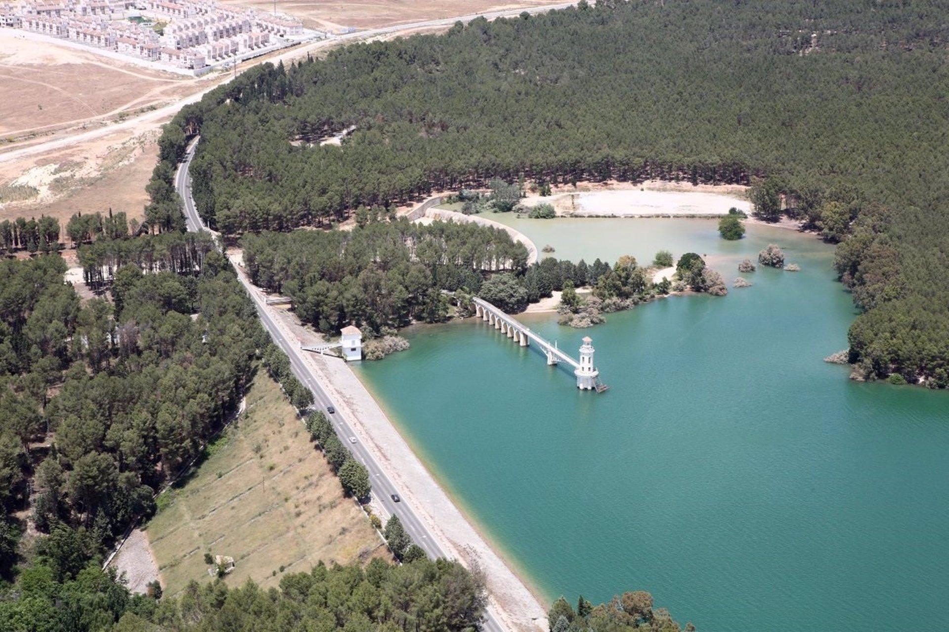 La CHG adjudica por 118.000 euros el mantenimiento de la zona recreativa y forestal del Cubillas