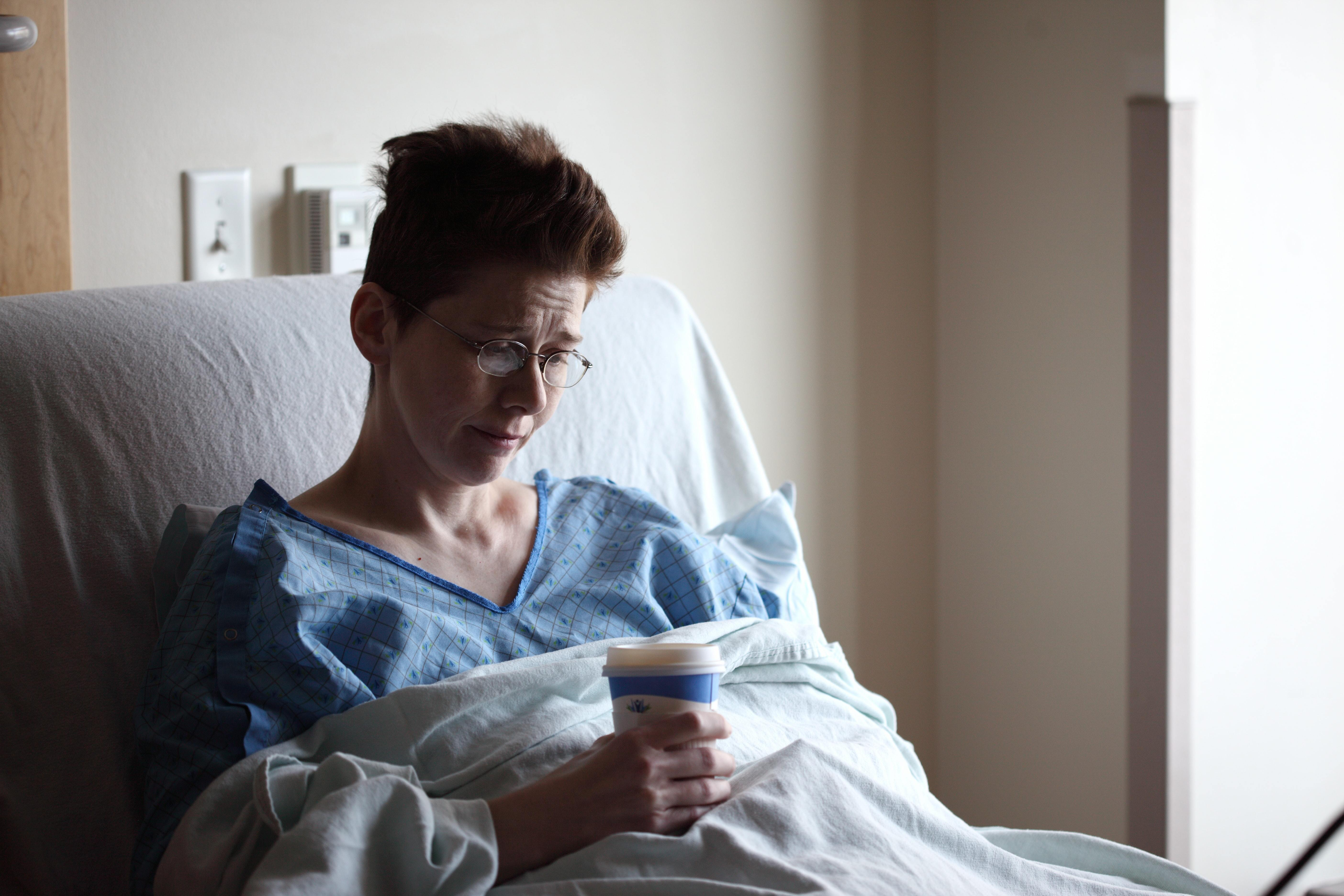 La hospitalización sin acompañante, como medida de contención de la Covid-19, puede afectar en la recuperación del paciente