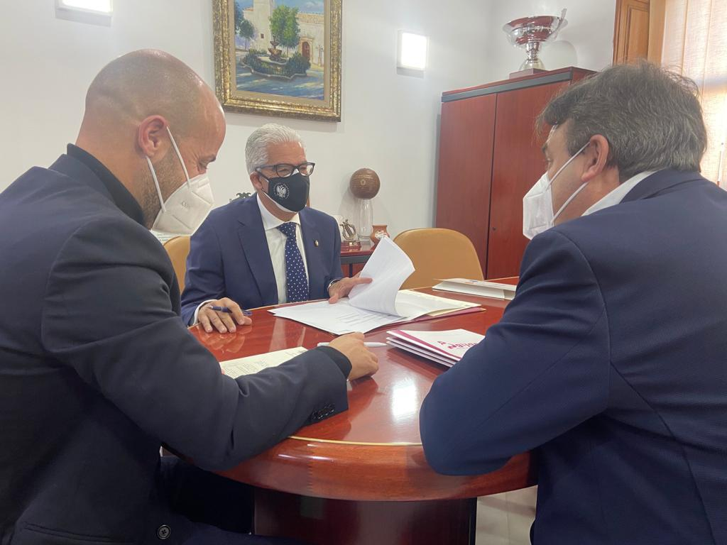 UGR y Ayuntamiento de Ogíjares firman un acuerdo para prácticas del alumnado