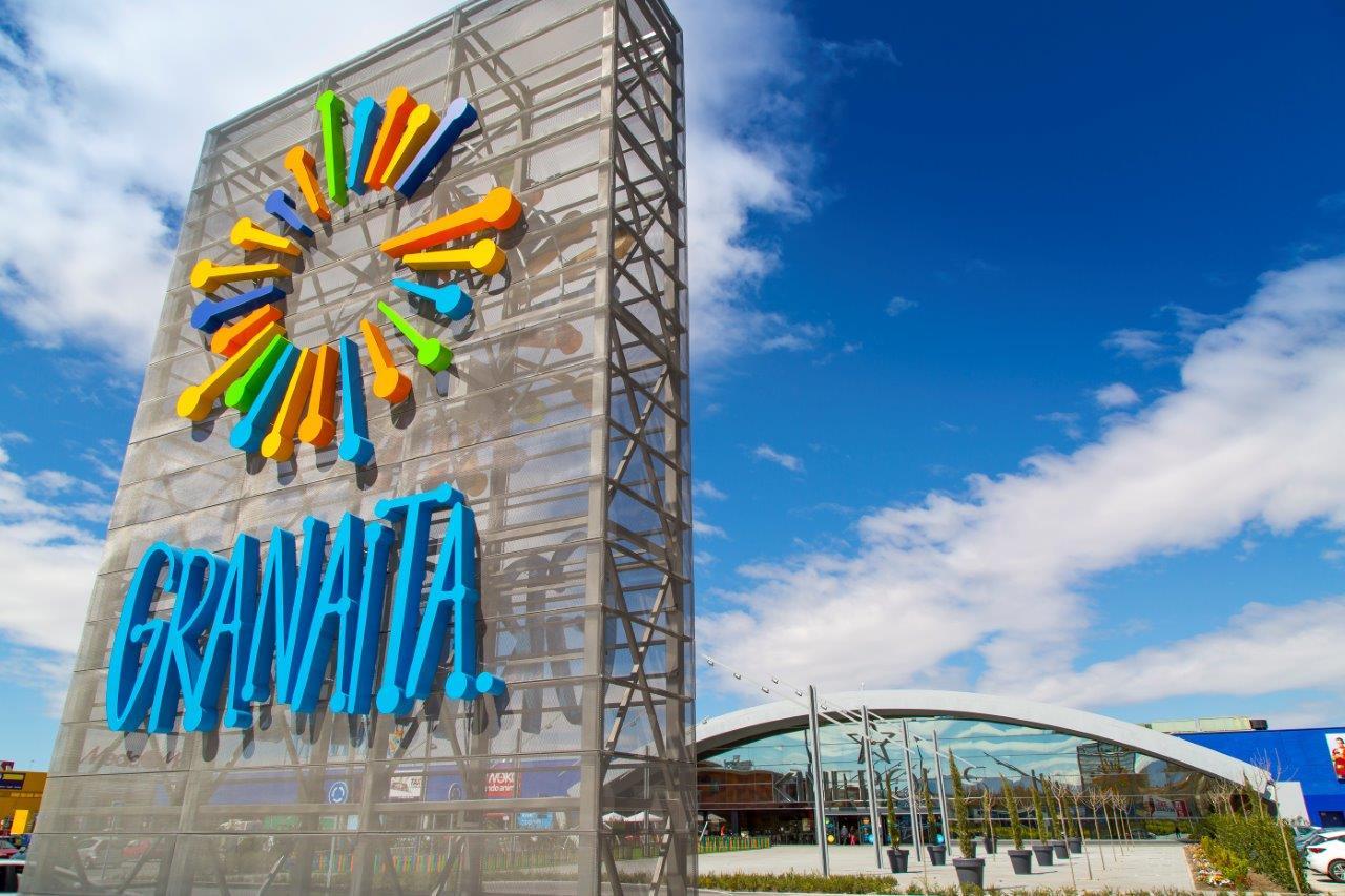 Pulianas ofrece el parking del Centro Comercial Granaita para vacunaciones masivas en coche