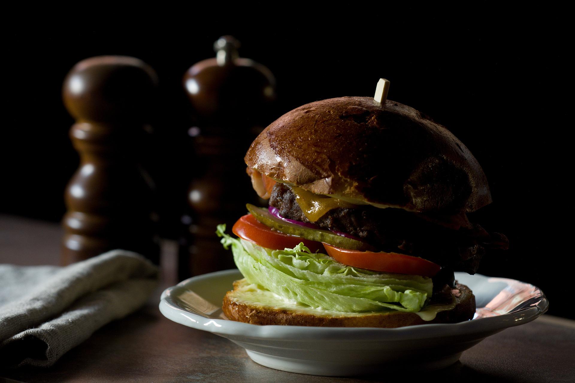 Científicos de la UGR analizan la reacción cerebral de las personas obesas frente a la comida