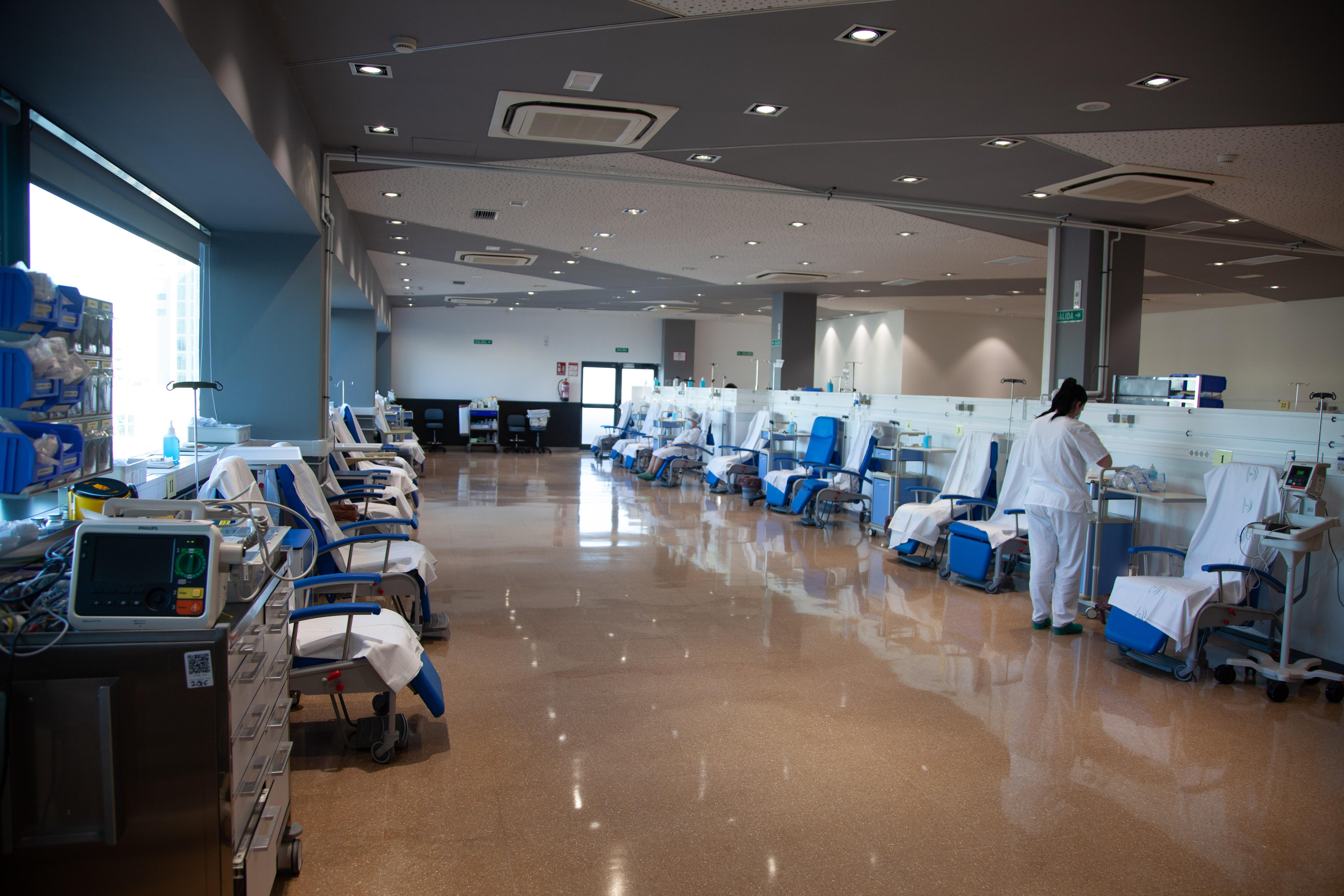 El Clínico traslada su hospital de día quirúrgico a la cafetería de la primera planta