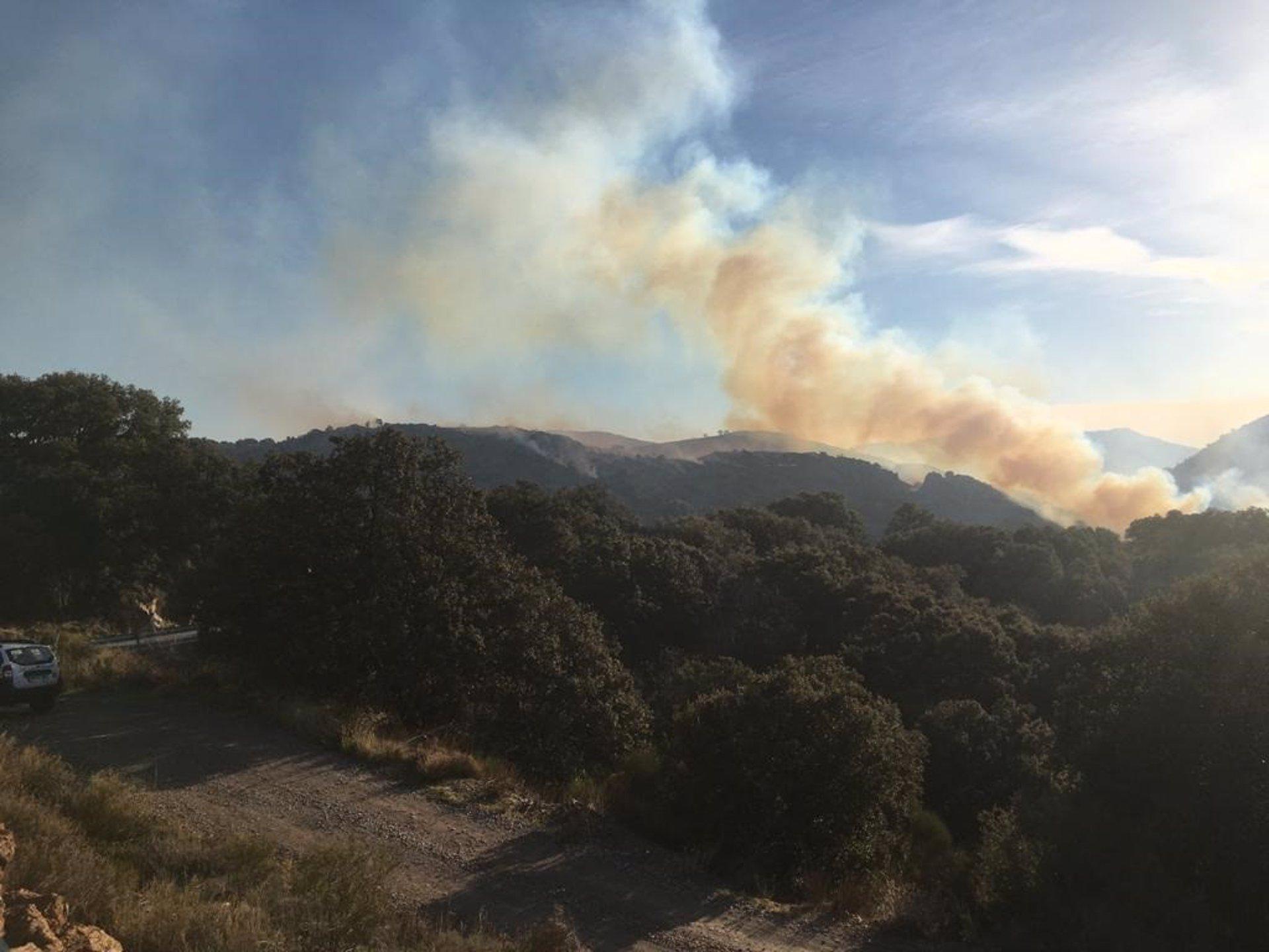 El Infoca mantiene un retén de 18 bomberos en Juviles en tareas de remate y liquidación