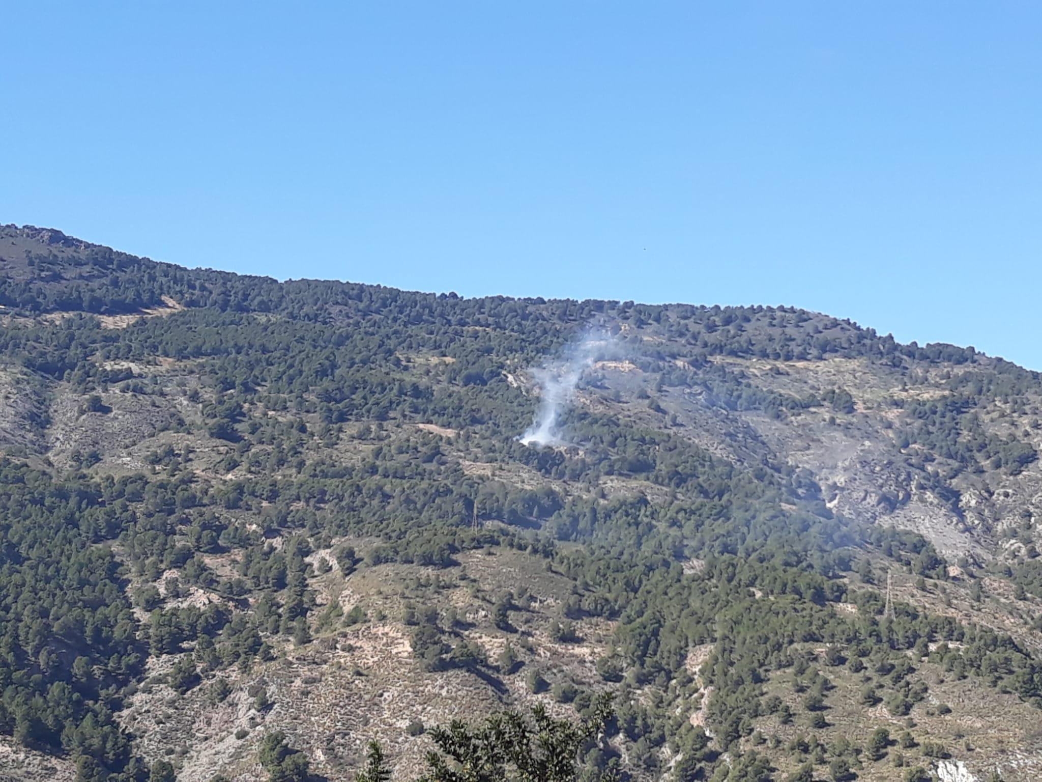 El incendio de Vélez de Benaudalla quedó en conato al afectar a menos de una hectárea