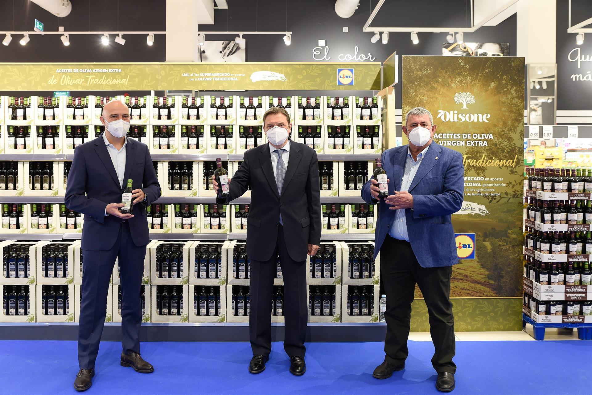 Planas presenta este martes en el Consejo de Ministros dos reales decretos sobre el aceite de oliva