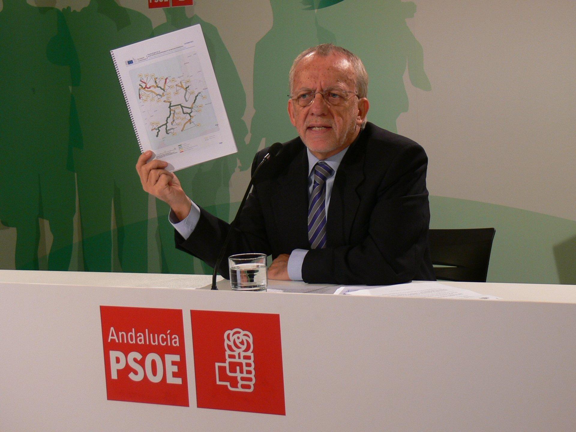 Pezzi pide un nuevo liderazgo en el PSOE-A para «resetear» el partido como hizo el PSC
