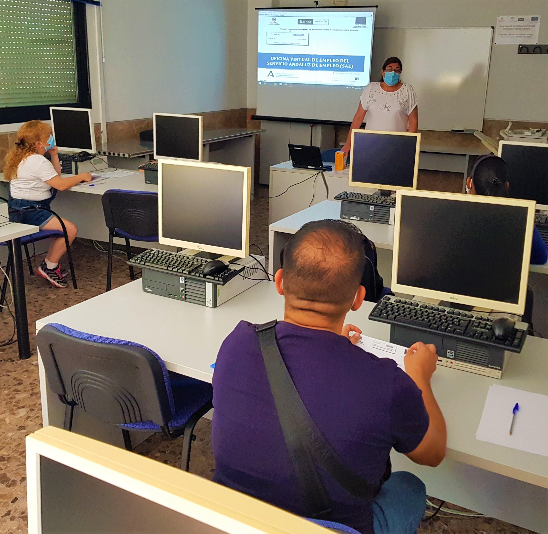 Cerca de 350 personas participaron en 2020 en el programa de orientación laboral de Cáritas