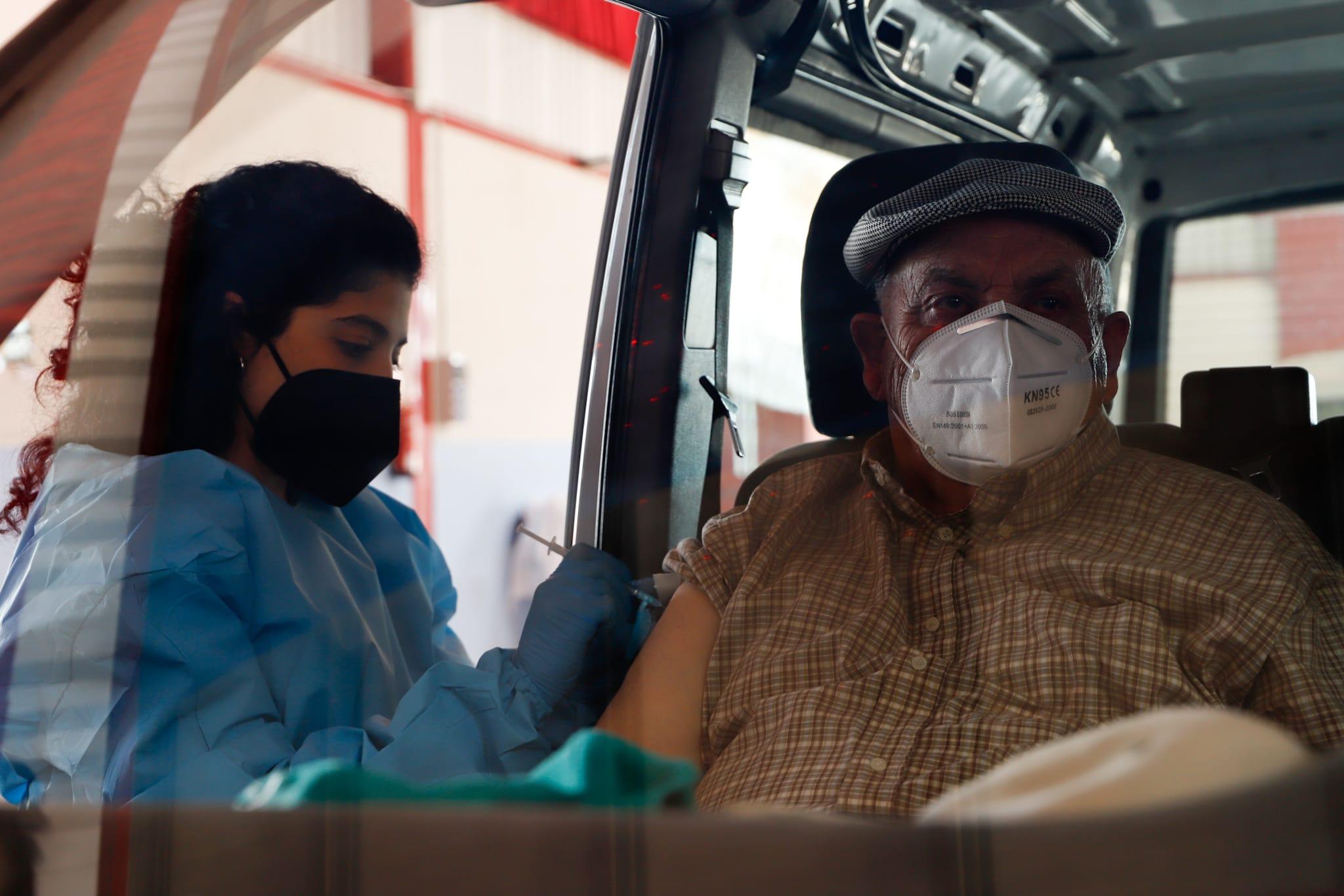 El recinto ferial de Huétor Tájar acoge la vacunación de más de 300 mayores de 80 años
