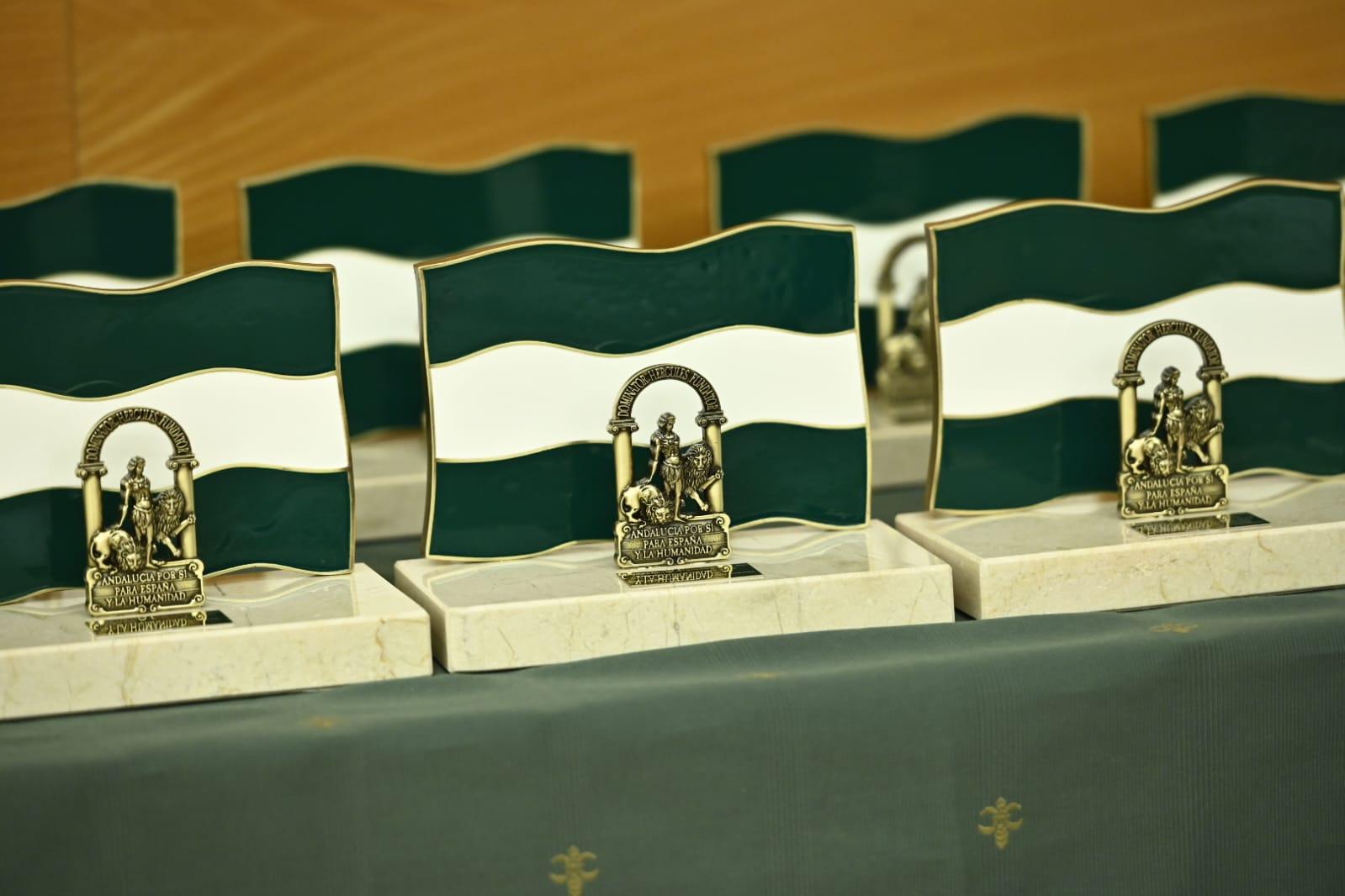 La Junta de Andalucía presenta sus diez galardonados con la Bandera de Andalucía Granada