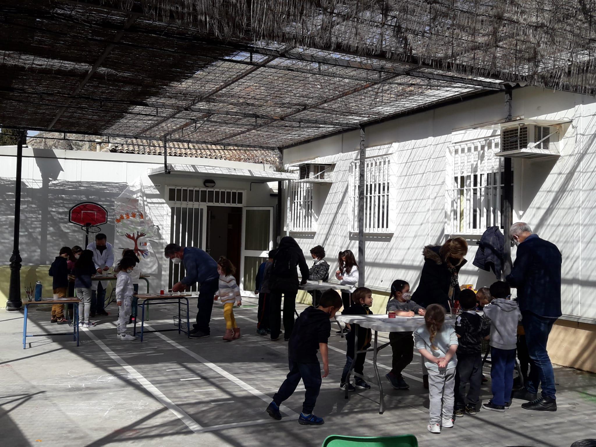 Monachil acerca el arte de la taracea a sus escolares con motivo del Día de Andalucía