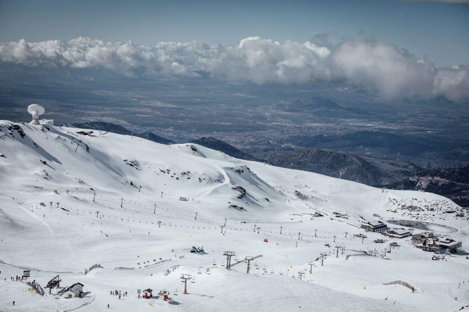 Sierra Nevada abre todas las zonas esquiables