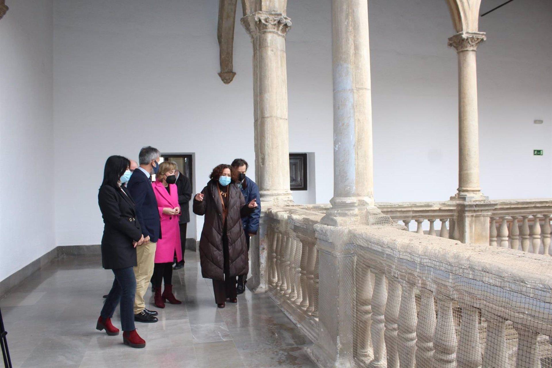 El Gobierno impulsa la restauración del patio de la Capilla del Hospital Real con cargo al 1,5% Cultural