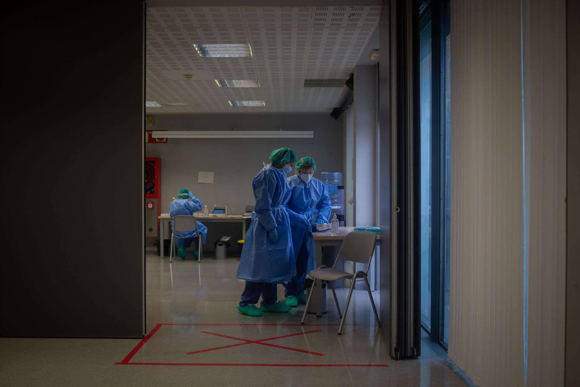 Diez fallecidos y 346 contagios mantienen el ritmo de bajada en la incidencia