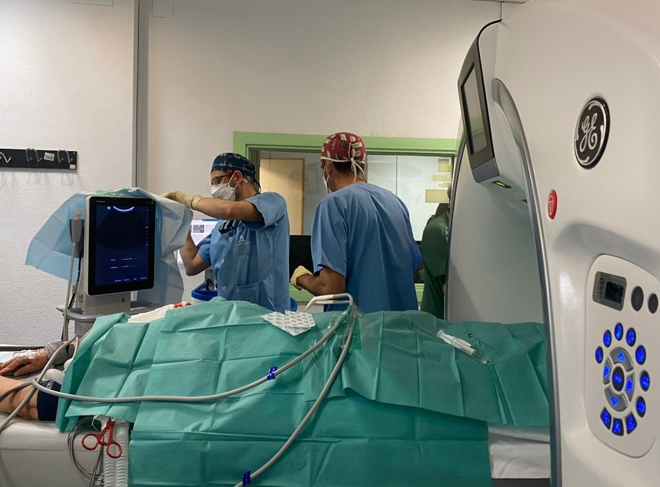 El Hospital Virgen de las Nieves trata el cáncer renal con una técnica novedosa que aplica frío extremo