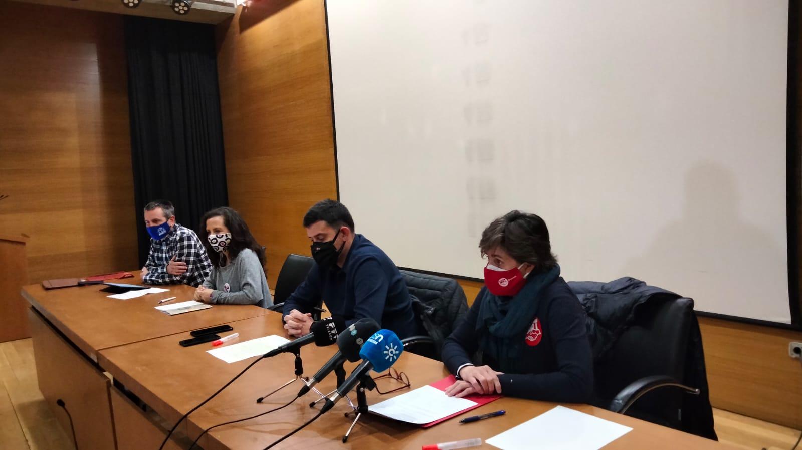 """Los sindicatos califican de """"nefasto"""" el primer año de mandato de la delegada de Educación y piden su cese"""