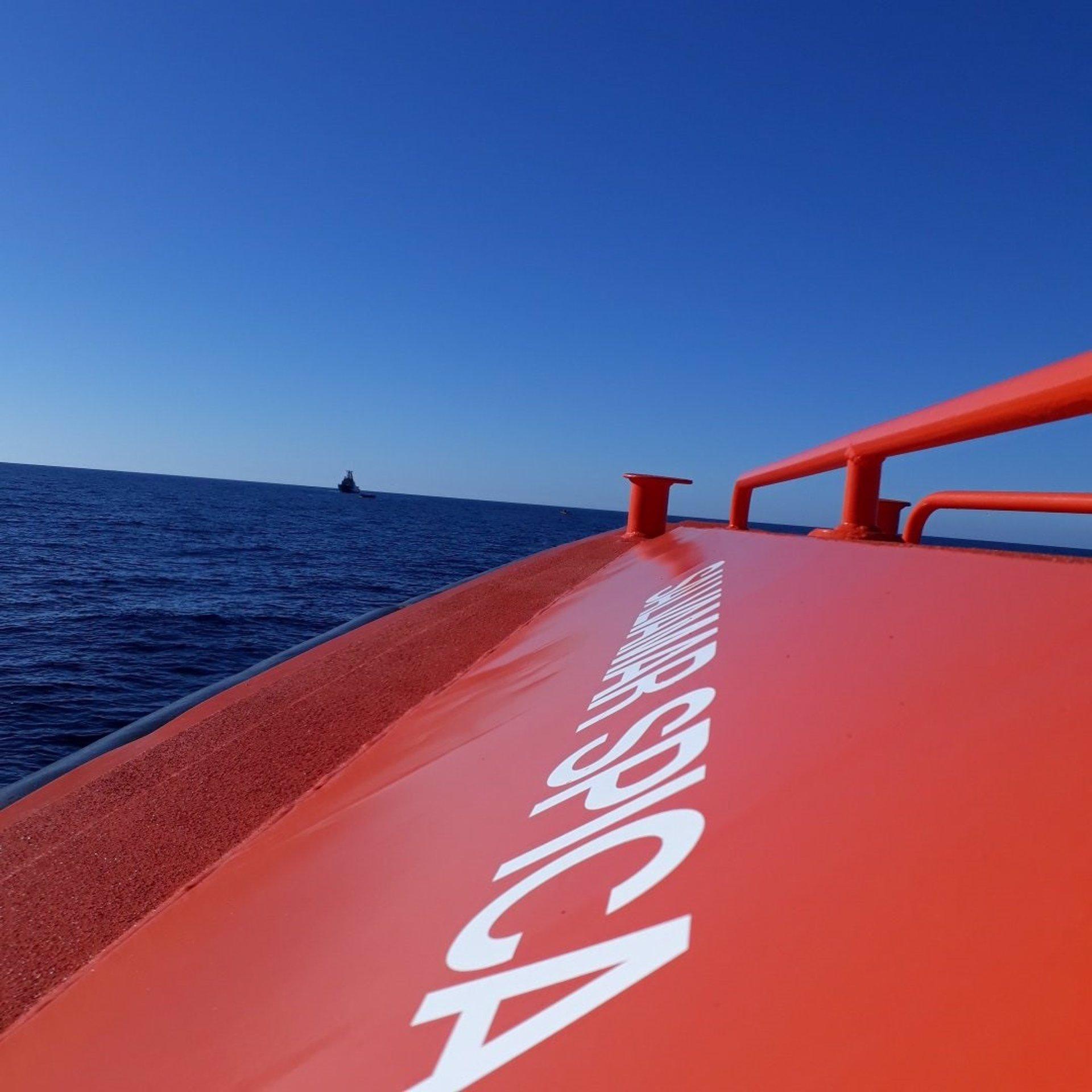 Dos desaparecidos y 46 rescatados de dos pateras en el mar de Alborán