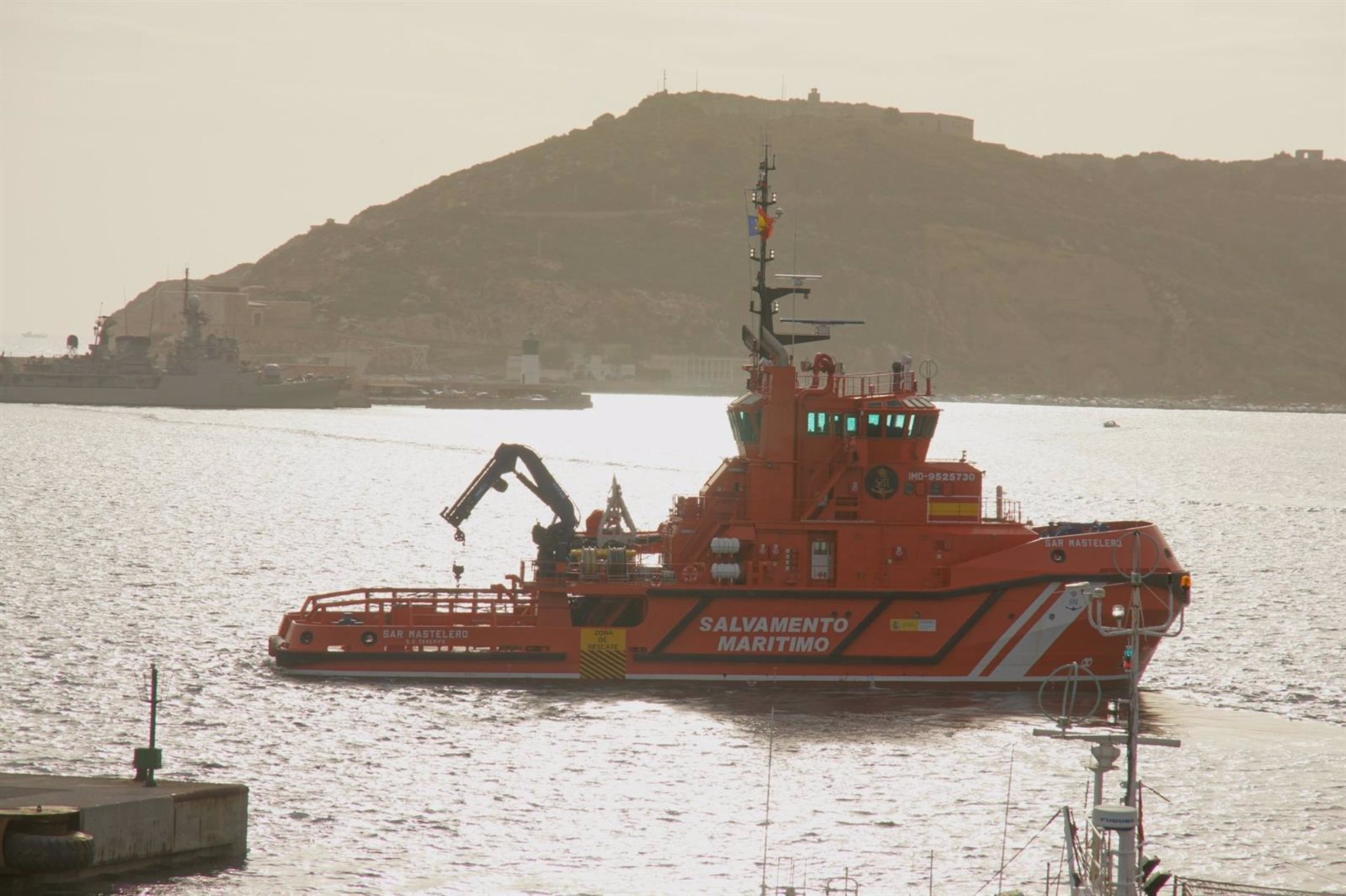 Desembarcan 27 inmigrantes magrebíes en Motril rescatados de una patera en aguas de Alborán