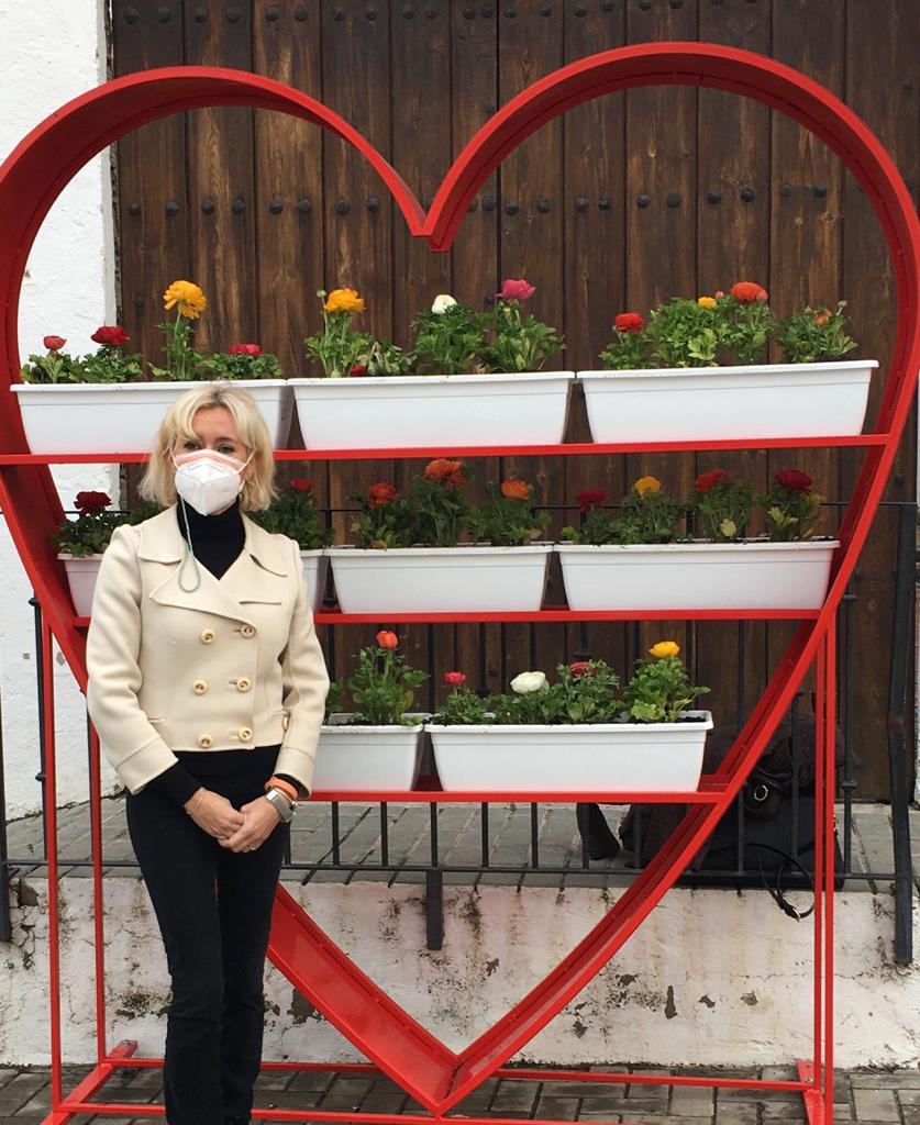 Corazones floridos en las calles de Las Gabias por San Valentín
