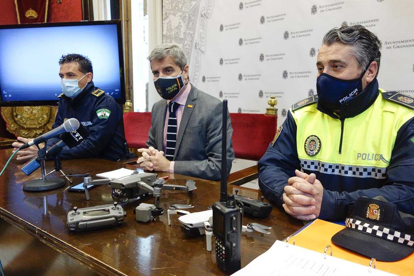 Ponen en marcha la unidad de drones de la policía local para actuar contra los botellones