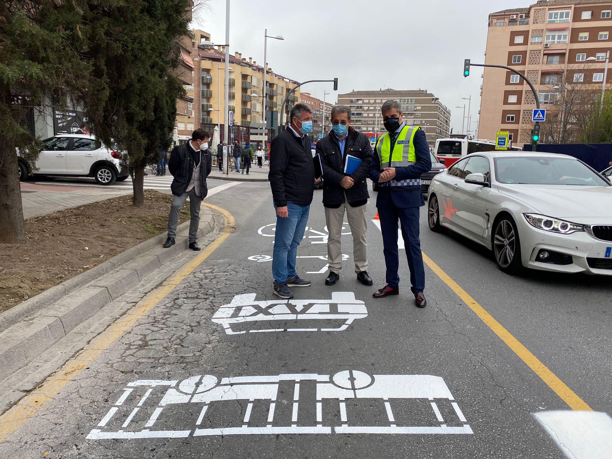 El Ayuntamiento repinta de blanco los carriles amarillos de bicis y patinetes y ahora lo llama «verde»