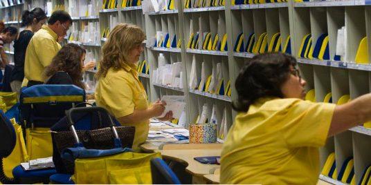UGT y CCOO denuncian el desmantelamiento de Correos y la pérdida de empleos en Granada