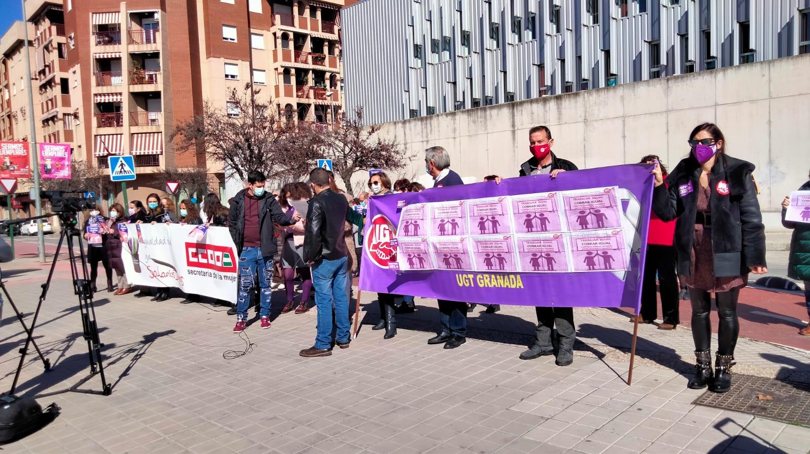 Concentración de delegados sindicales para protestar contra la brecha salarial