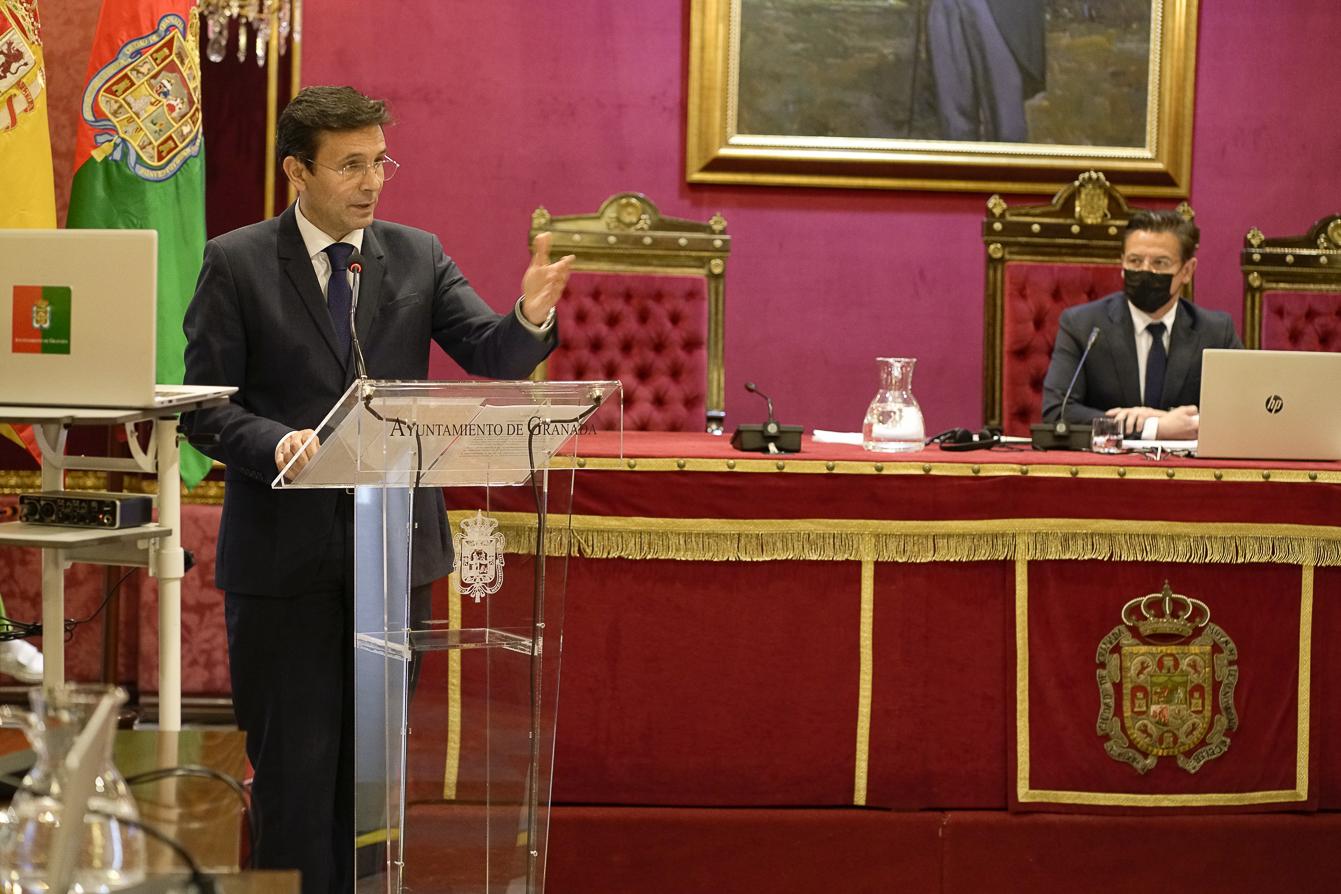 El alcalde afirma que el PSOE le apoya en no considerar tránsfugas a Salvador y Huertas, expulsados de Cs