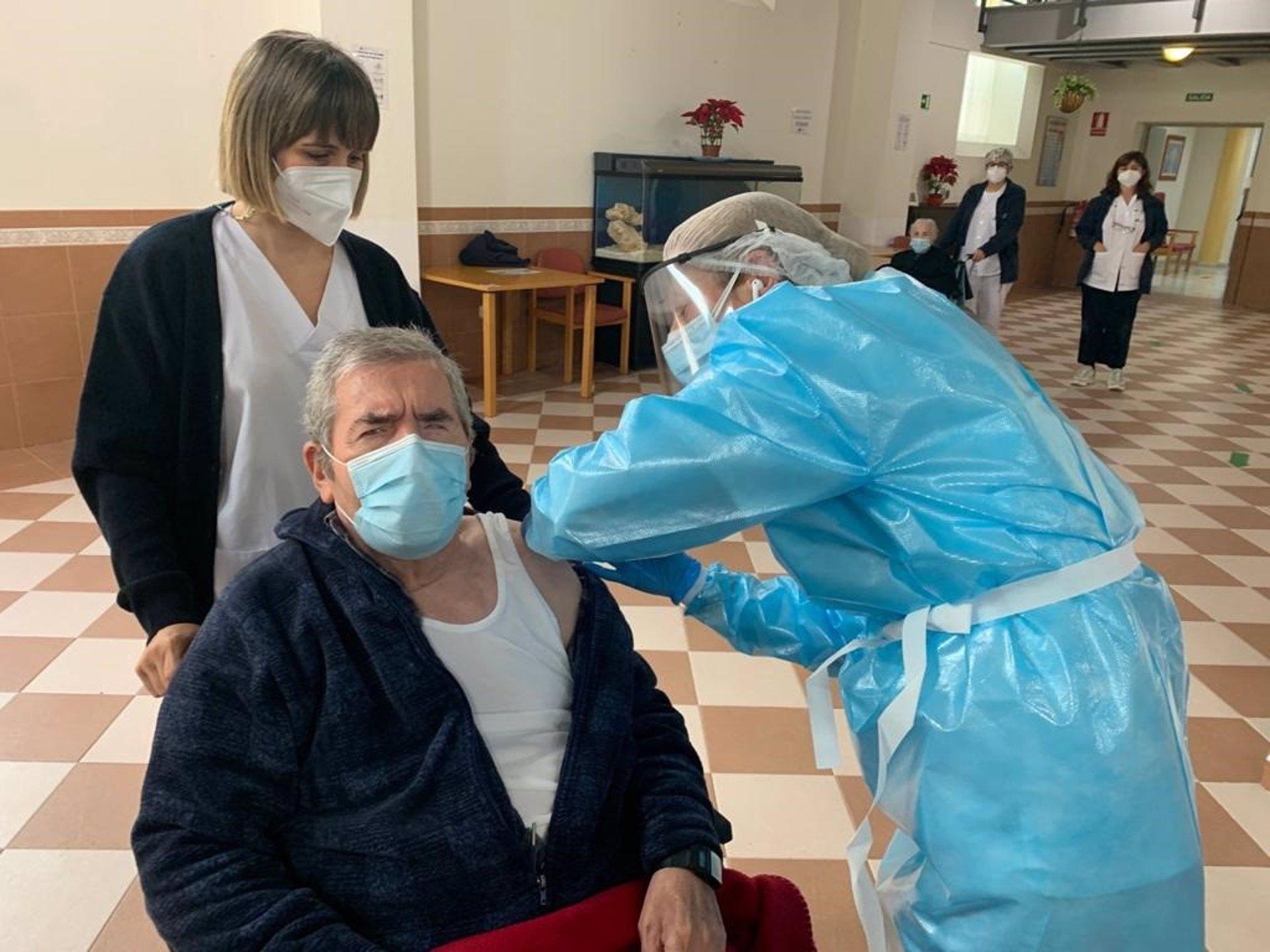 FOAM avisa que a pesar de las vacunas los contagios «continúan» en las residencias
