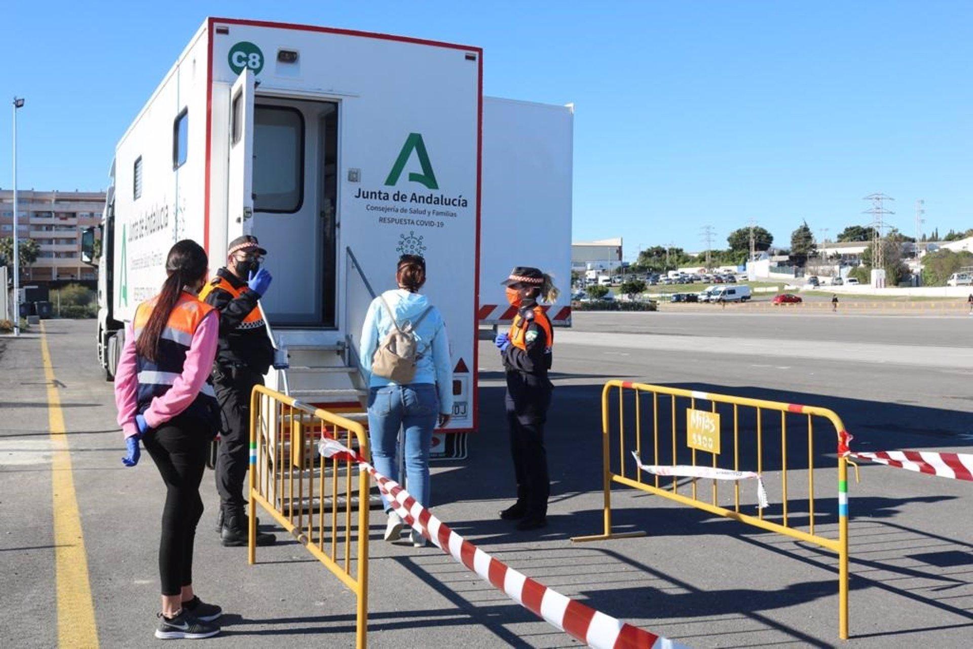 Andalucía registra nuevo récord de muertes diarias con 107, suma 3.795 casos y su tasa baja a 924,1