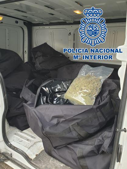 Detenido cuando llevaba 100 kilos de marihuana en una furgoneta por la zona Norte