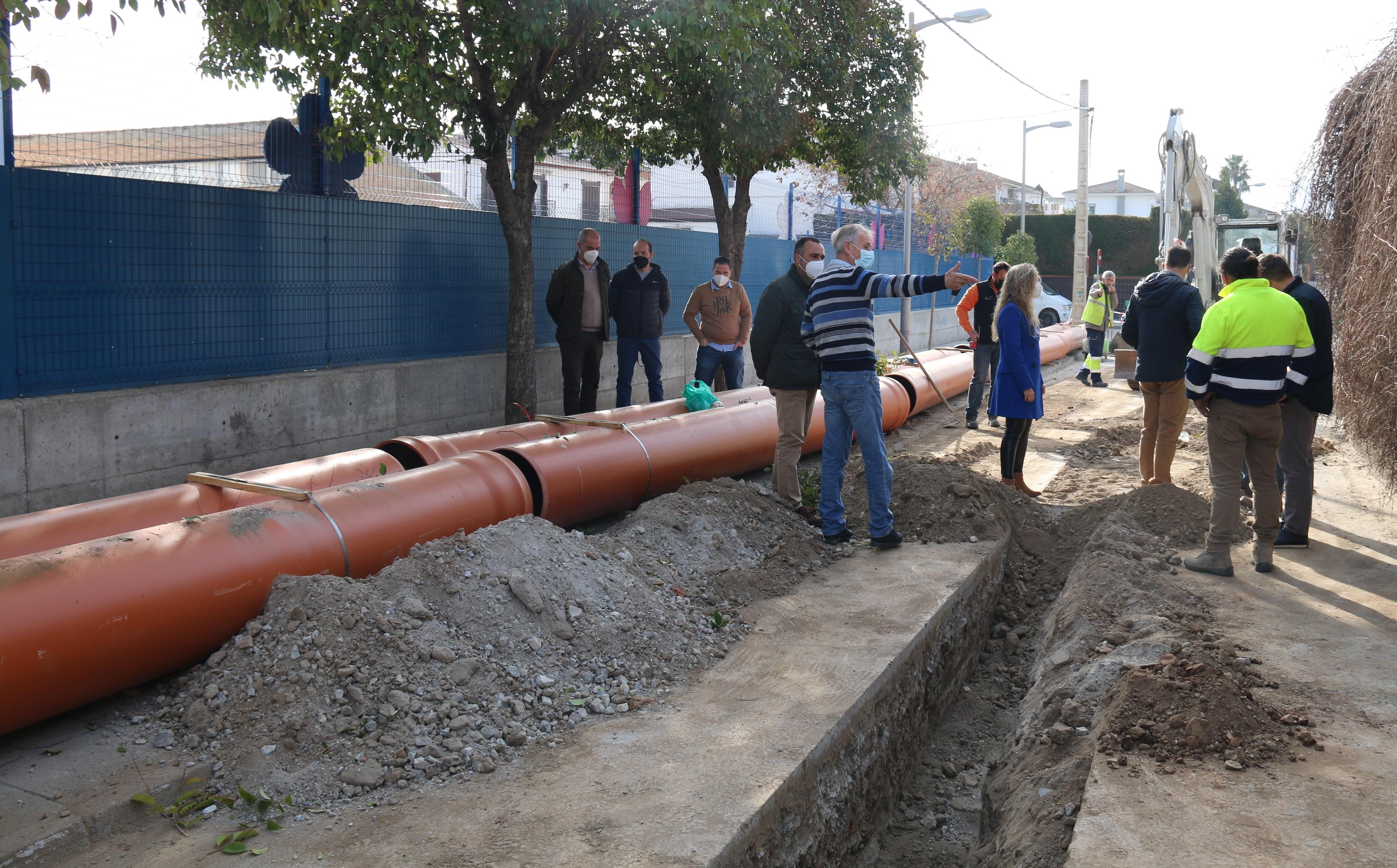 Alhendín interviene en un nuevo tramo de acequia para separar las aguas de riego de las negras