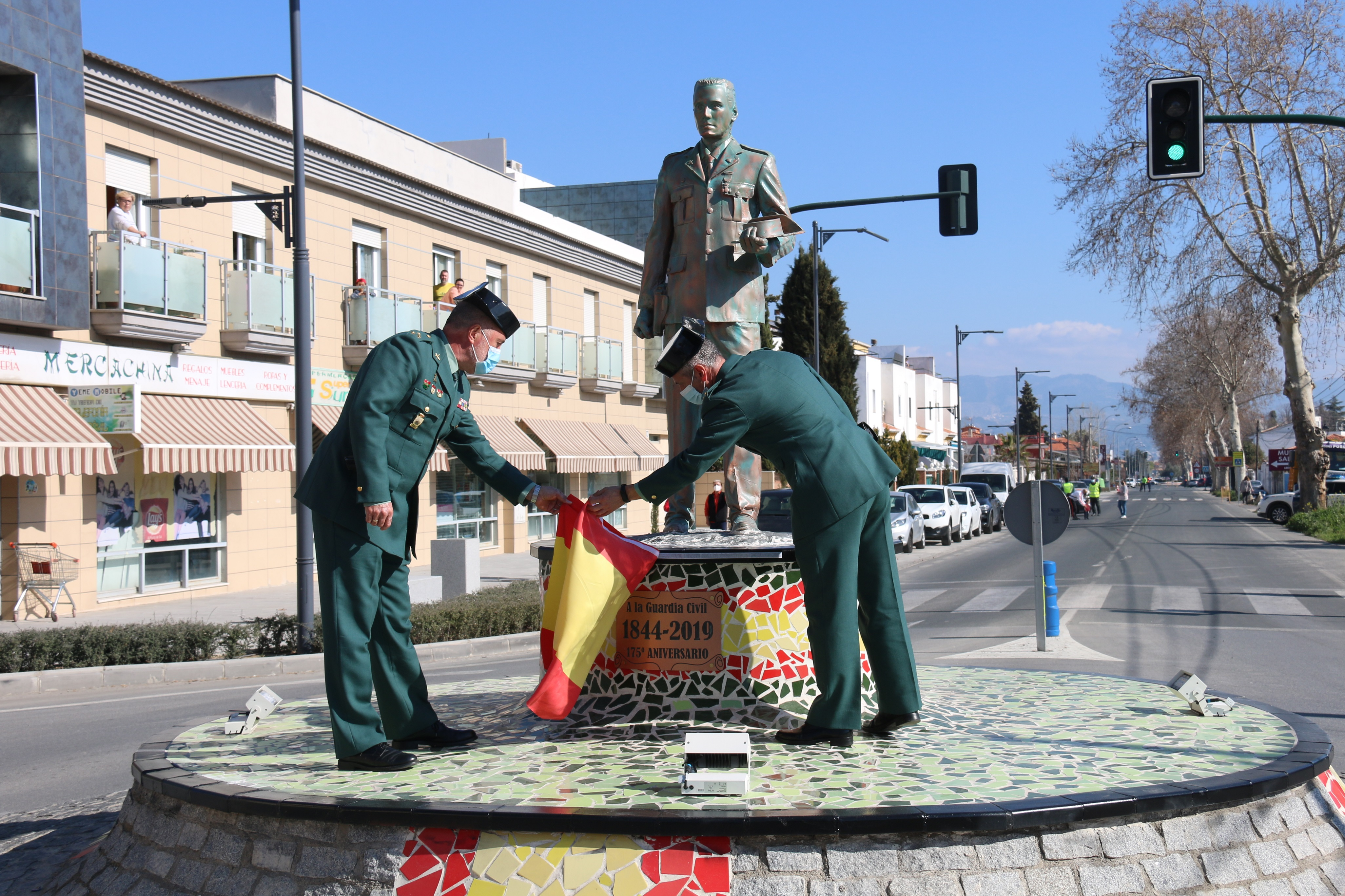 Alhendín dedica una glorieta a la Guardia Civil