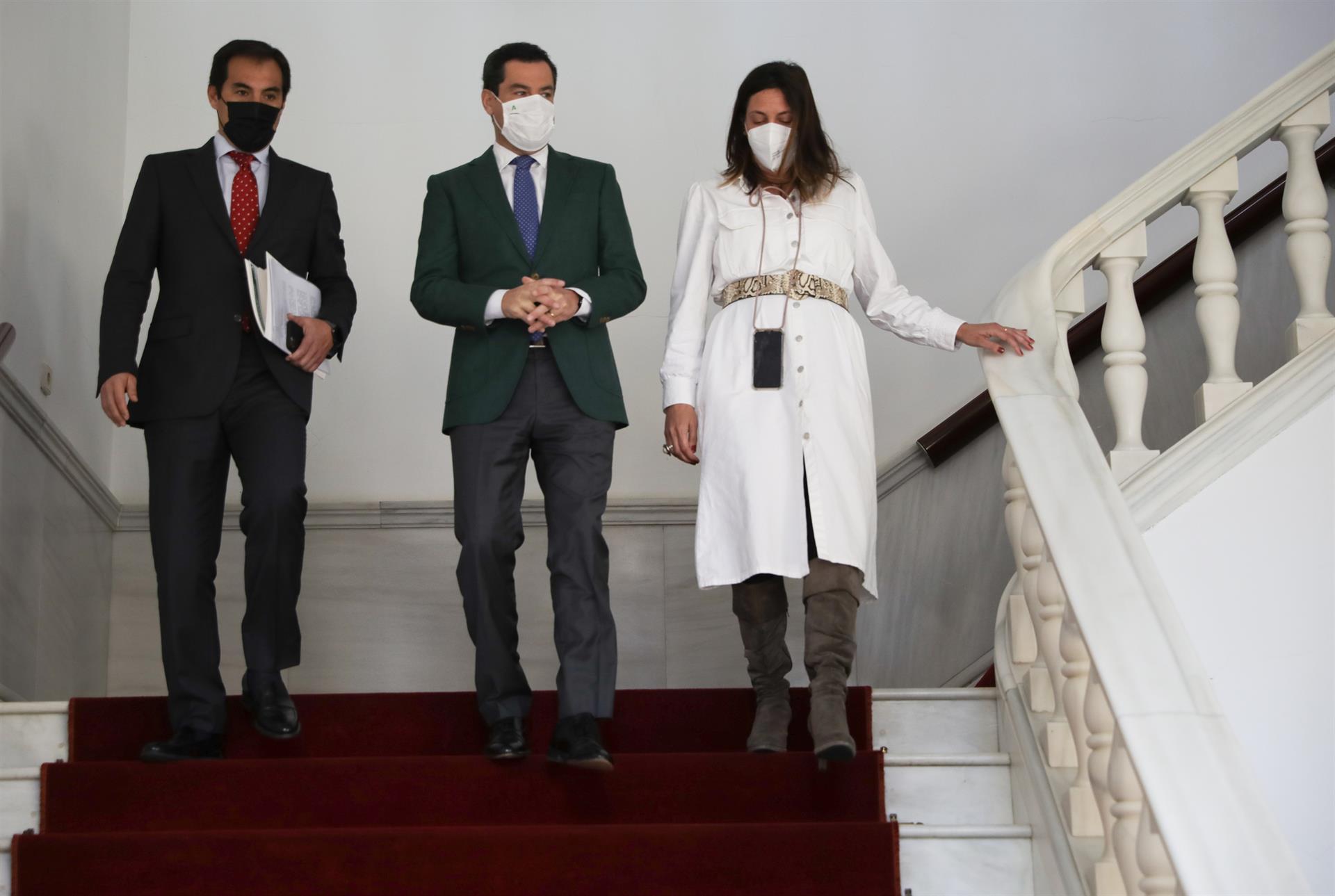 Moreno pide al Gobierno 2.200 millones en ayudas directas para hosteleros, comercios y autónomos en Andalucía