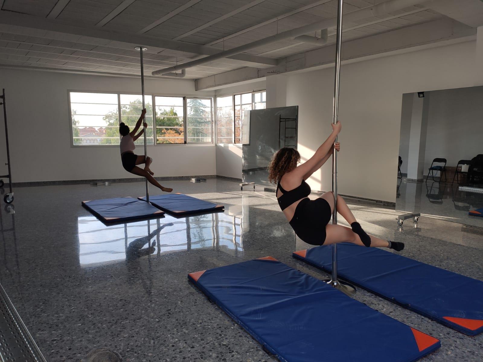 La primera escuela de «pole dance» de la provincia se encuentra en Vegas del Genil