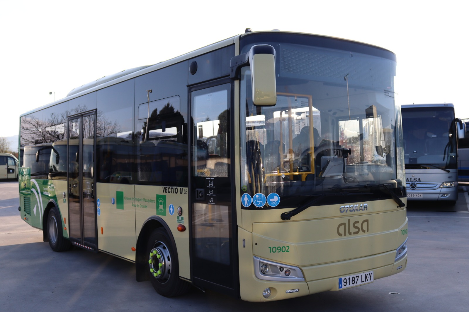 El Consorcio de Transporte pone en servicio cuatro nuevos autobuses metropolitanos