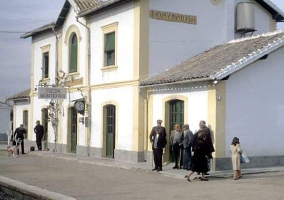 Tocón (Íllora) y Montefrío se movilizan para evitar que ADIF derrumbe la estación de tren, construida en 1910