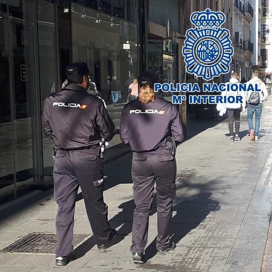 La policía devuelve a su legítimo dueño 300 euros olvidados en un cajero automático