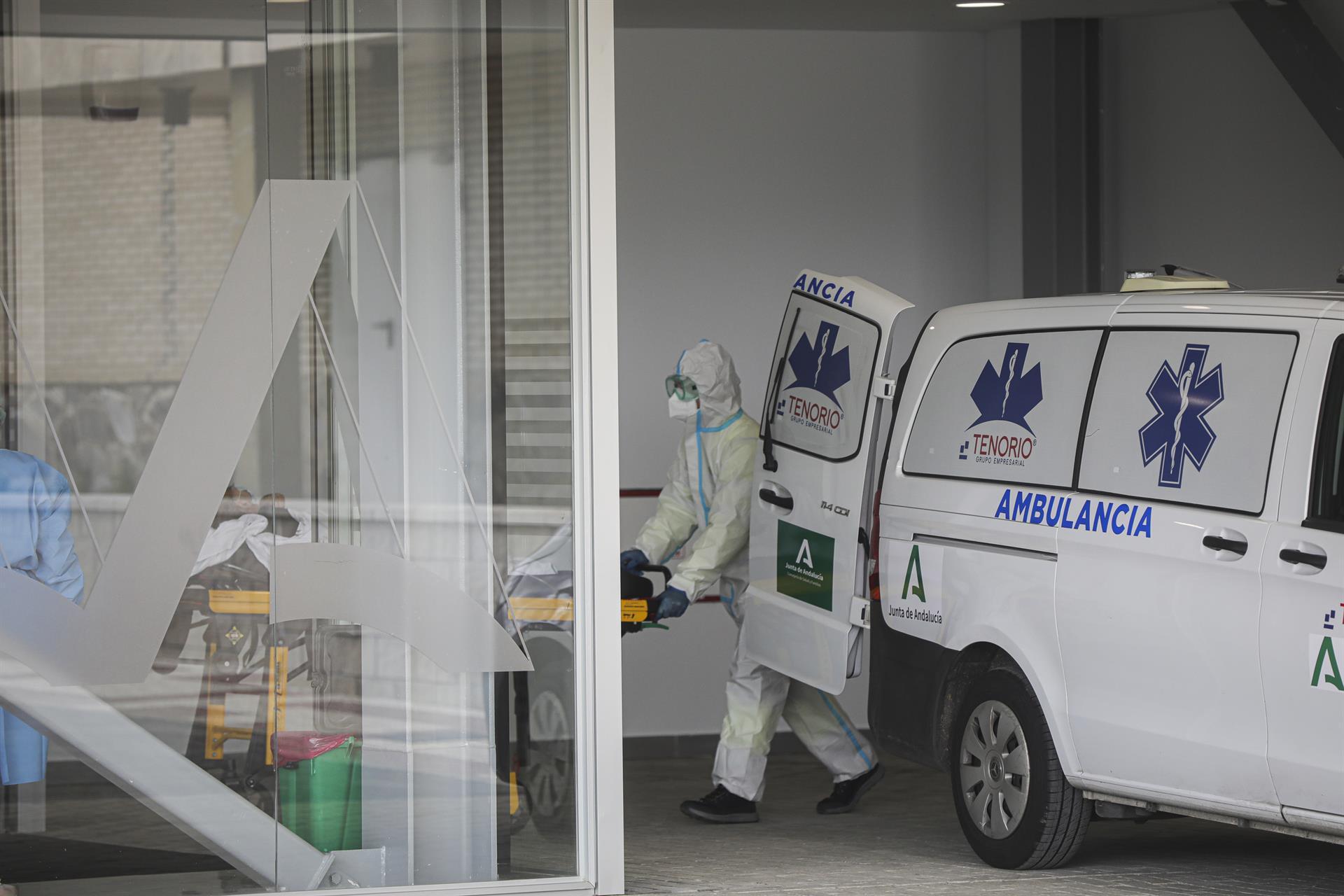 Andalucía suma 1.329 casos, mayor cifra en un mes, 15 muertes y la tasa sube por tercer día hasta 129